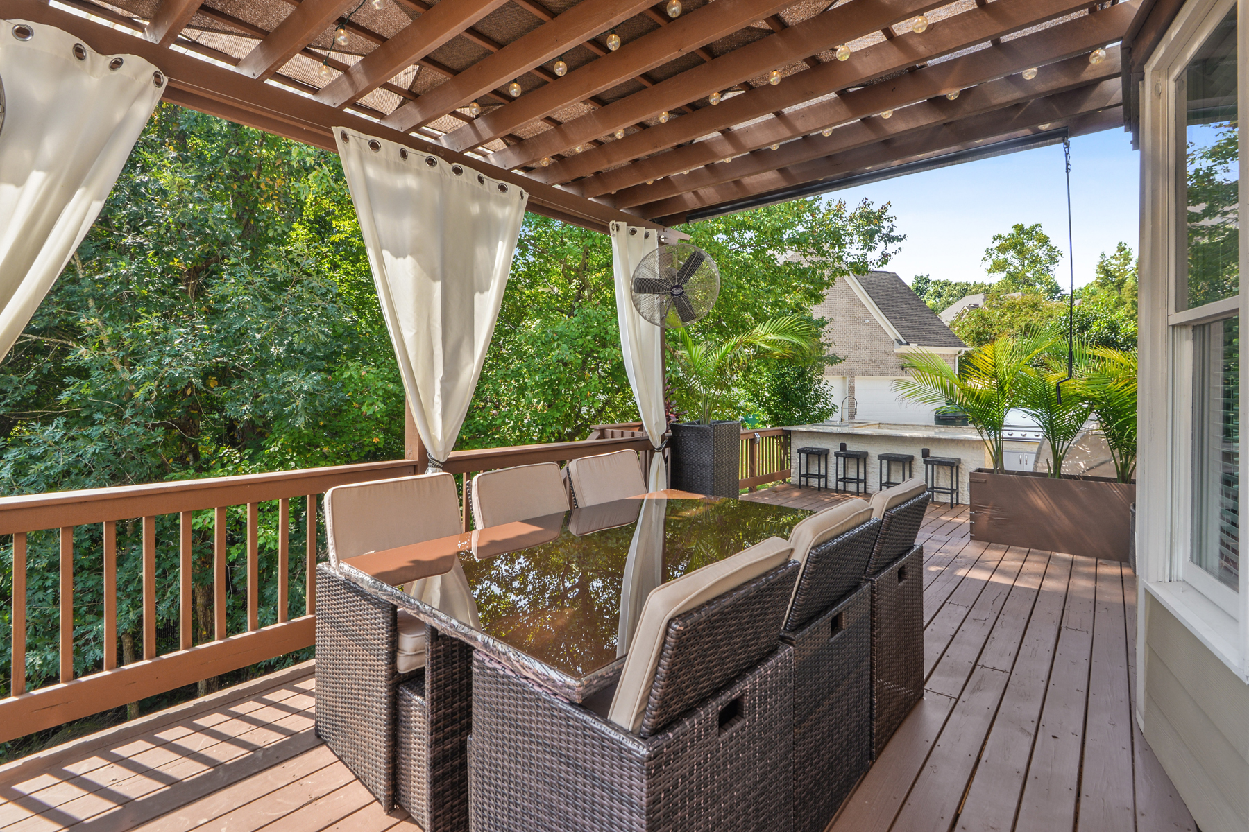 Additional photo for property listing at Completely Renovated John Wieland Vinings Estates Four Level Home 5117 Crescent Cove Lane, Mableton, ジョージア 30126 アメリカ