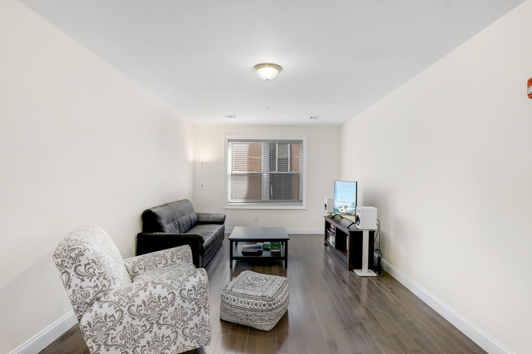 Condominiums for Active at Welcome home to this fabulous 2 Bedroom condo at the Lofts at Lincoln Park. 90 Clinton Avenue, Unit 304 Newark, New Jersey 07114 United States
