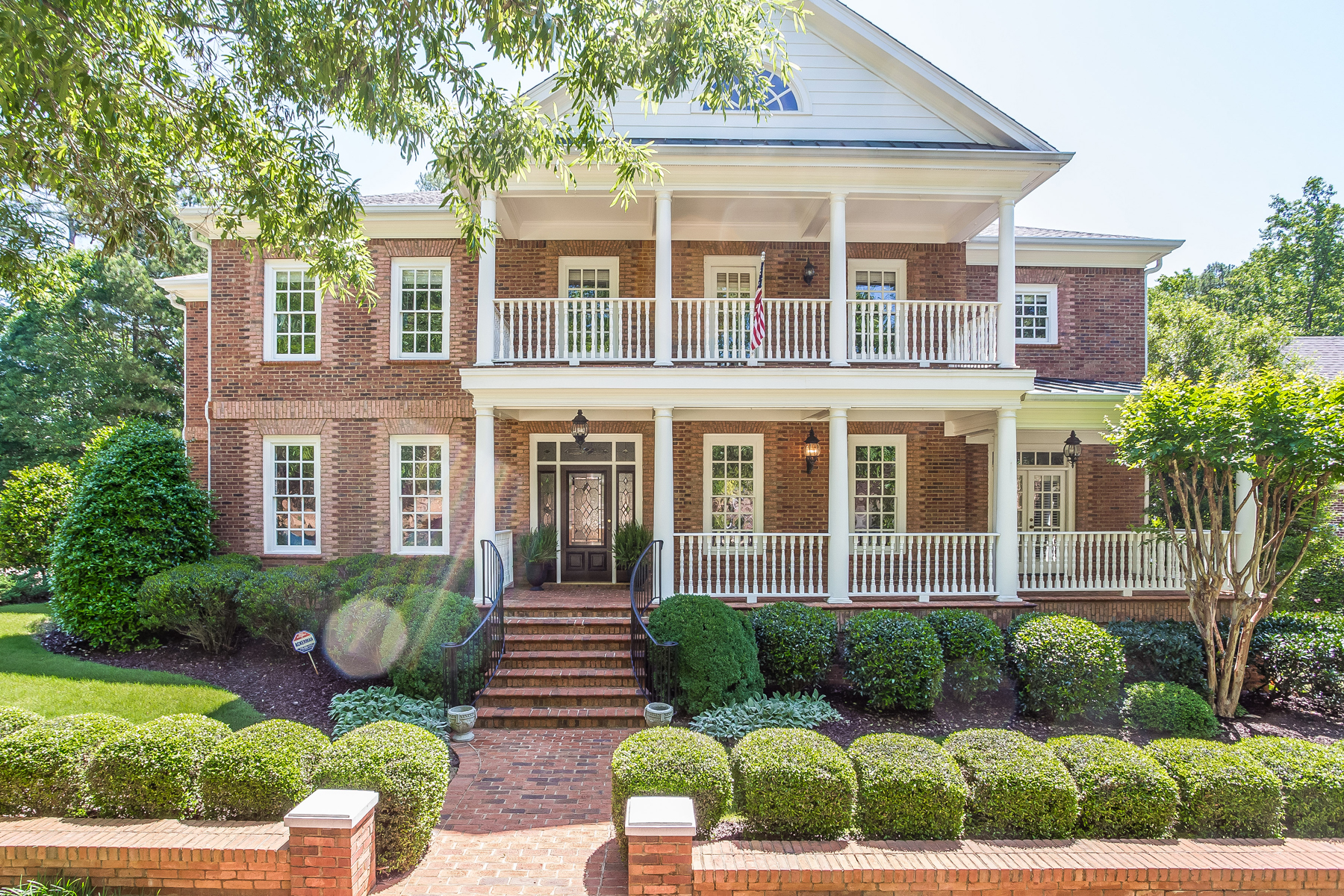 Moradia para Venda às Extraordinary Brick Colonial 6 Bedroom 6.5 Bath with Old World Elegance 8650 Ellard Drive Alpharetta, Geórgia, 30022 Estados Unidos