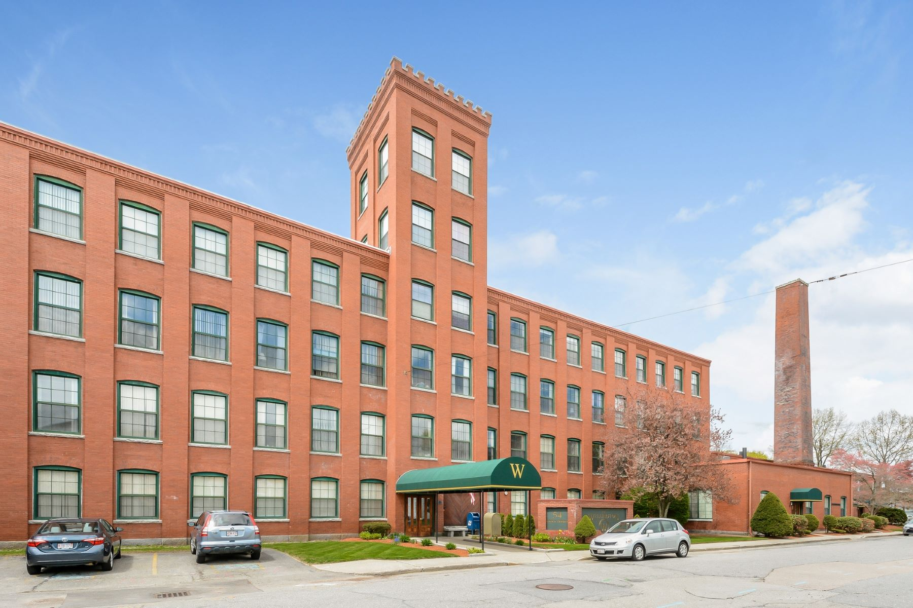 Condominium for Active at 54 Green St 202, Leominster 54 Green St 202 Leominster, Massachusetts 01453 United States