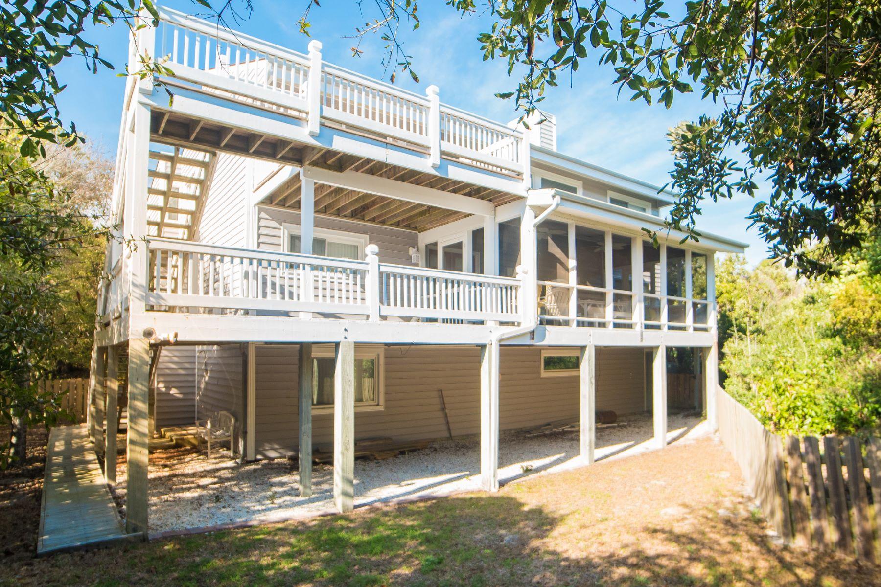 Maison unifamiliale pour l Vente à Spacious Island Home with Ocean Views and Privacy 126 Channel Bend Surf City, Carolina Du Nord, 28445 États-Unis