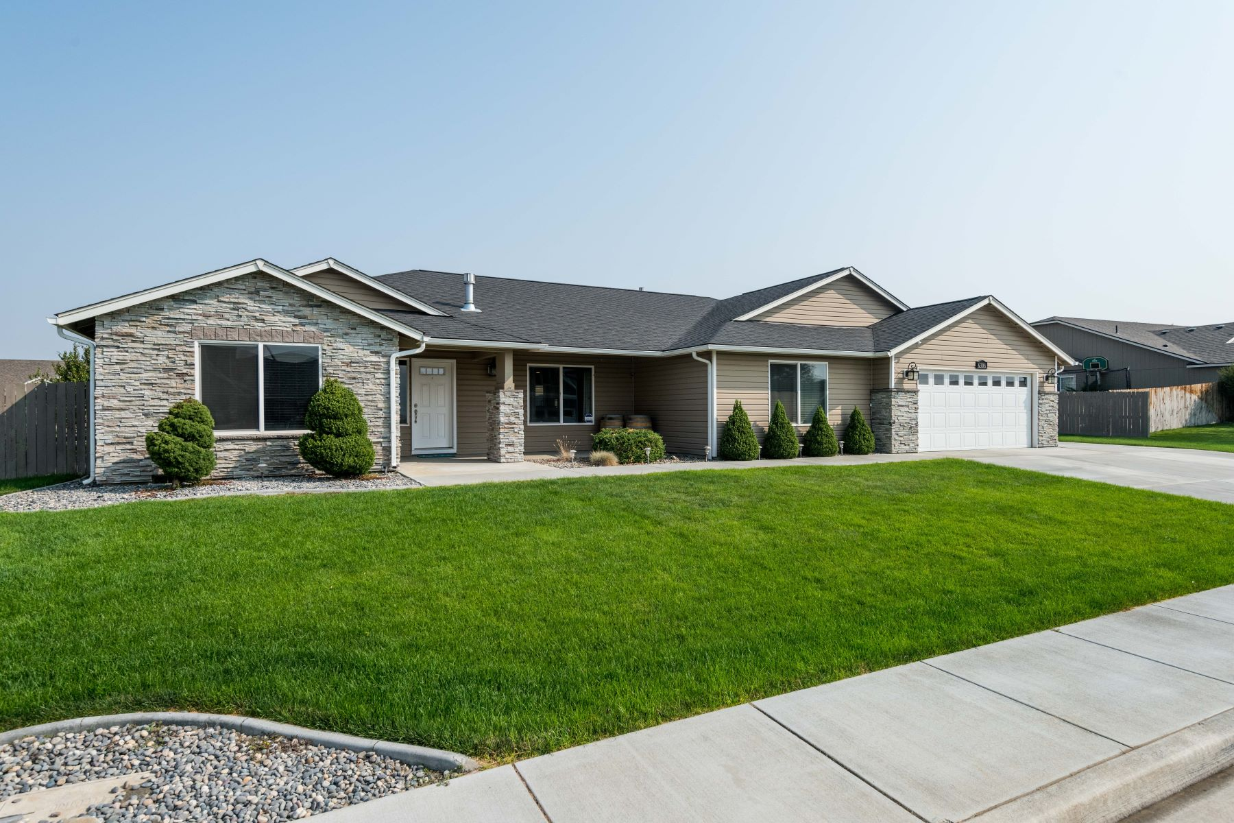 Single Family Homes for Sale at Custom Built Rambler in West Richland! 6306 Galena Street, West Richland, Washington 99353 United States
