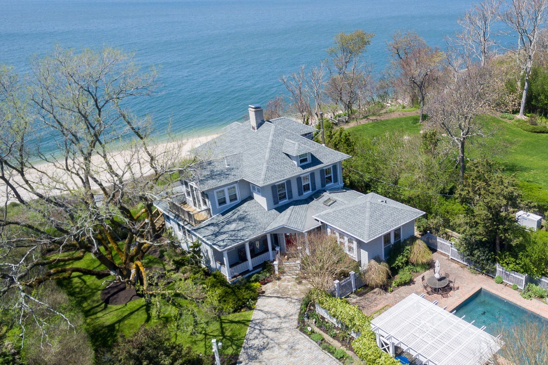 Single Family Home for Active at Southold 2022 Hyatt Rd Southold, New York 11971 United States