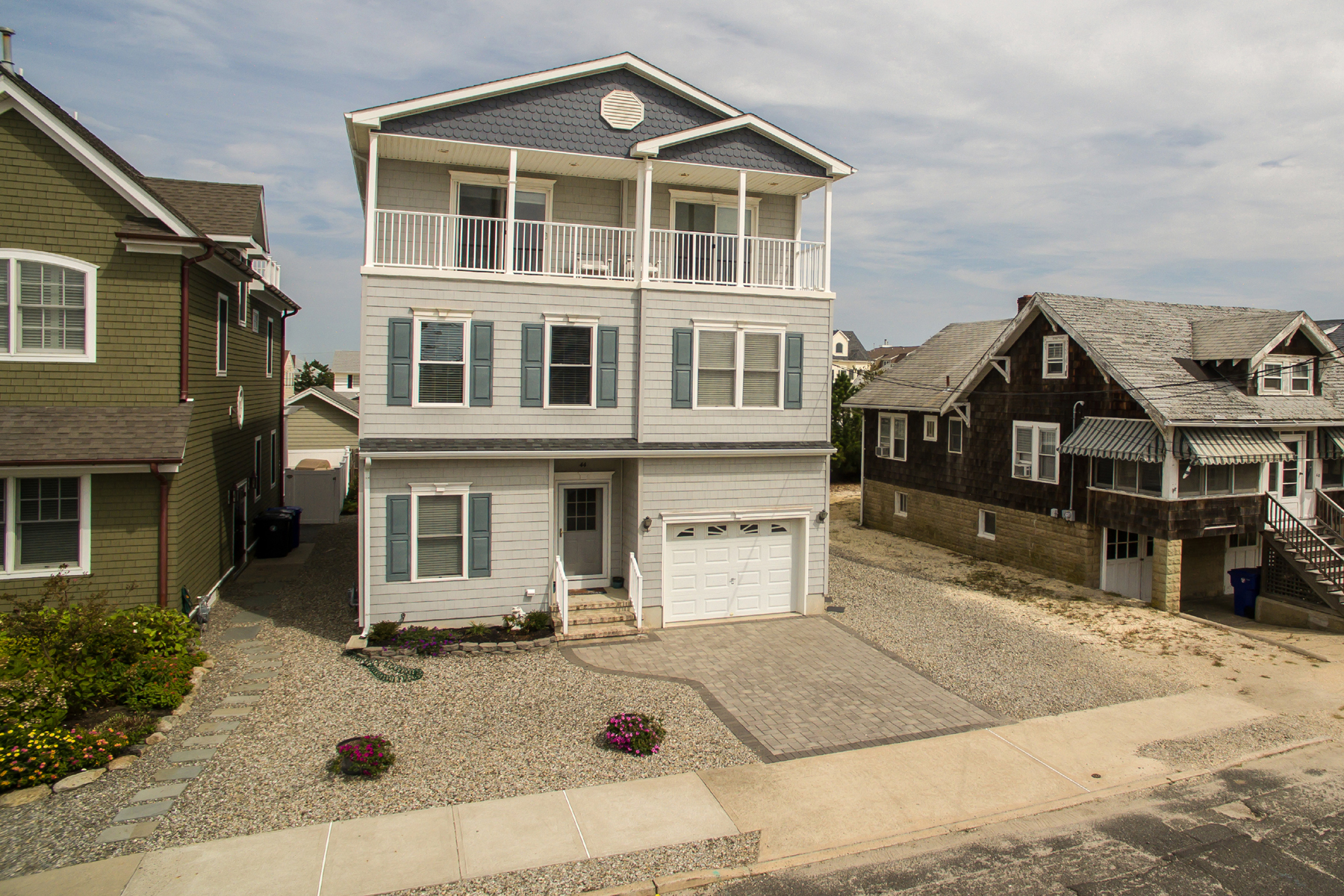 Maison unifamiliale pour l Vente à Custom Built Ocean Block Home 44 3rd Ave Normandy Beach, New Jersey 08739 États-Unis
