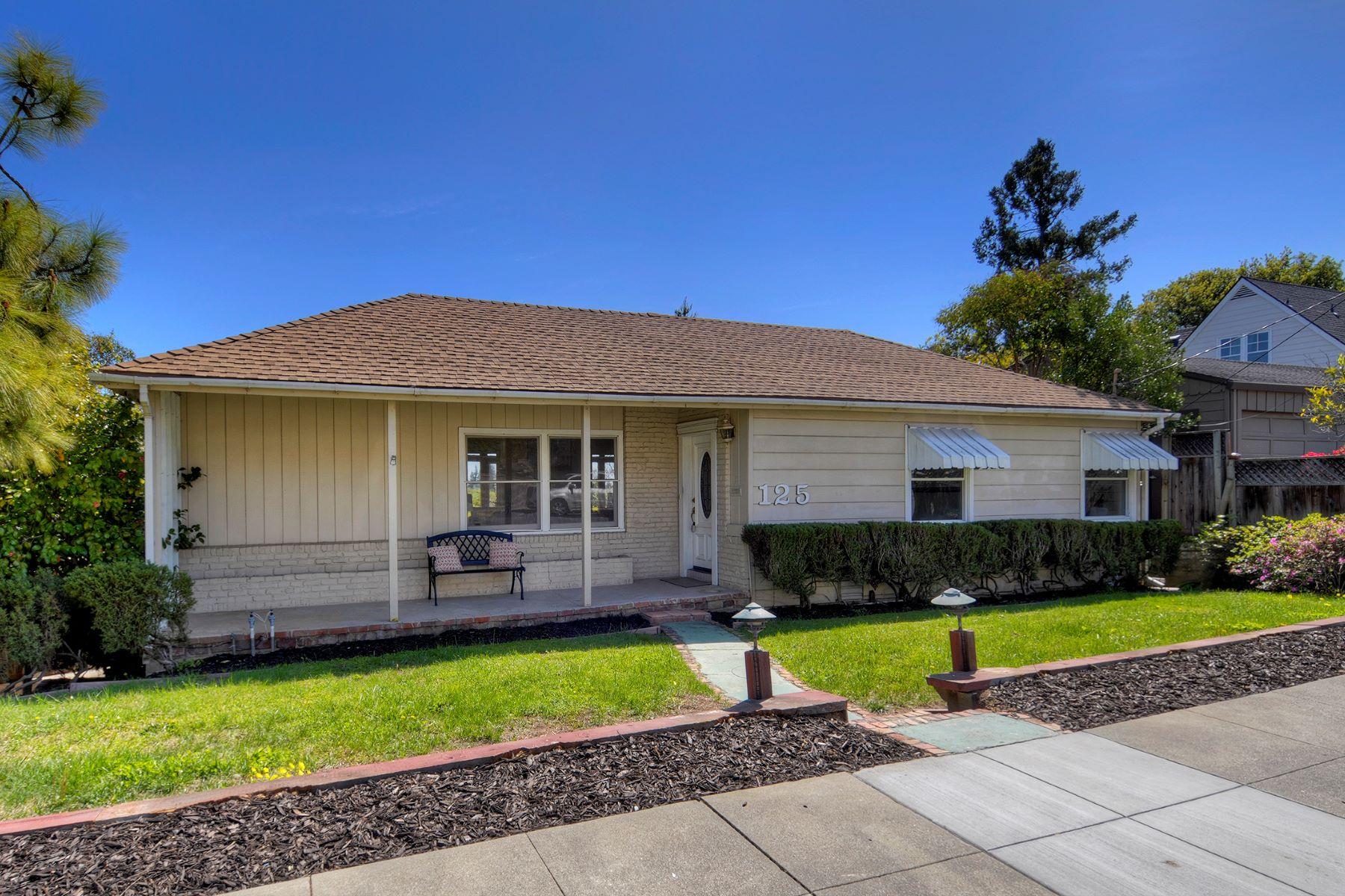 Single Family Homes for Sale at Delightful Home in Desirable White Oaks Neighborhood 125 Garnet Avenue San Carlos, California 94070 United States