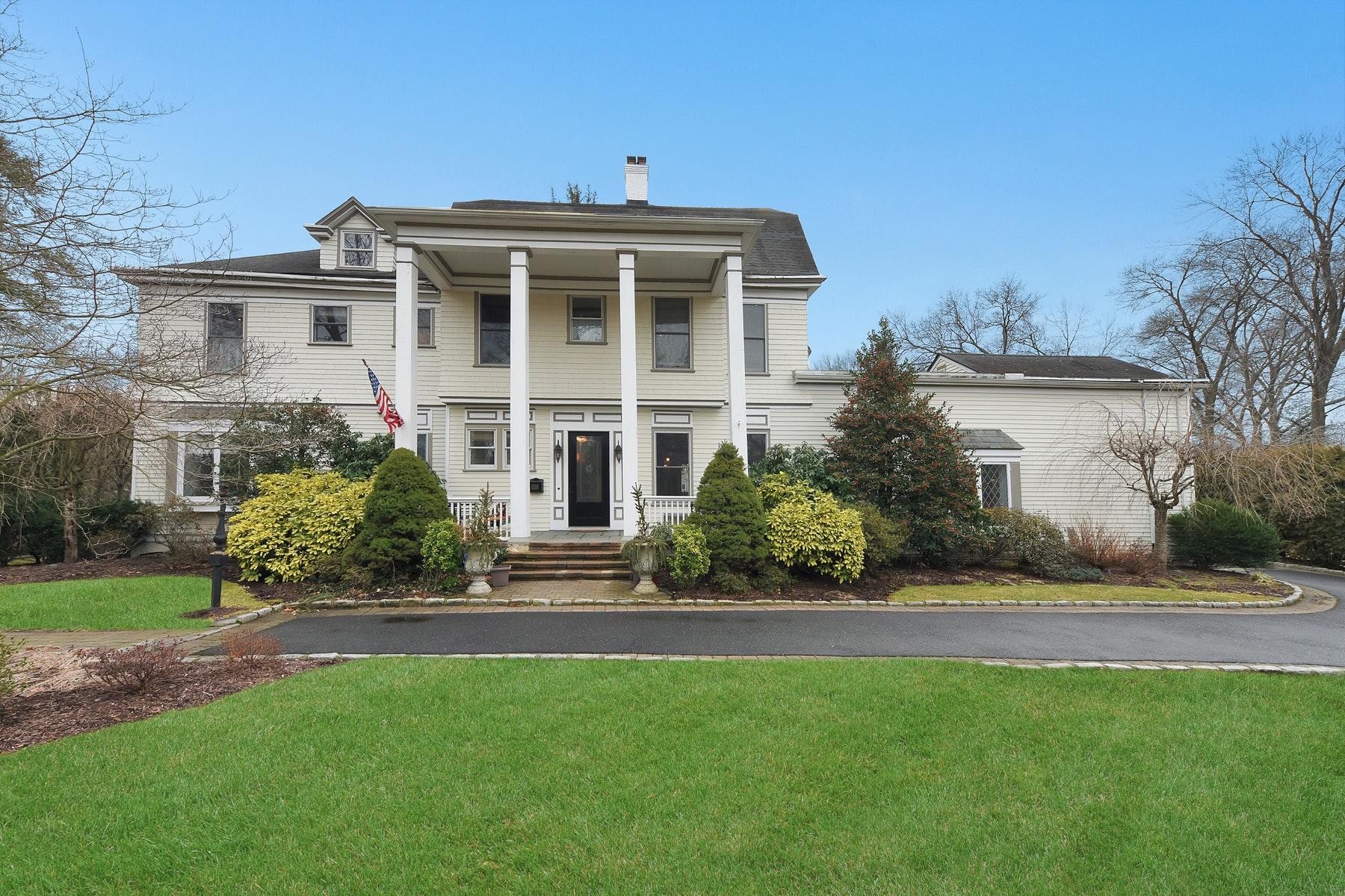 Single Family Homes por un Venta en Grand Ridgewood Home! 528 Grove Street Ridgewood, Nueva Jersey 07450 Estados Unidos