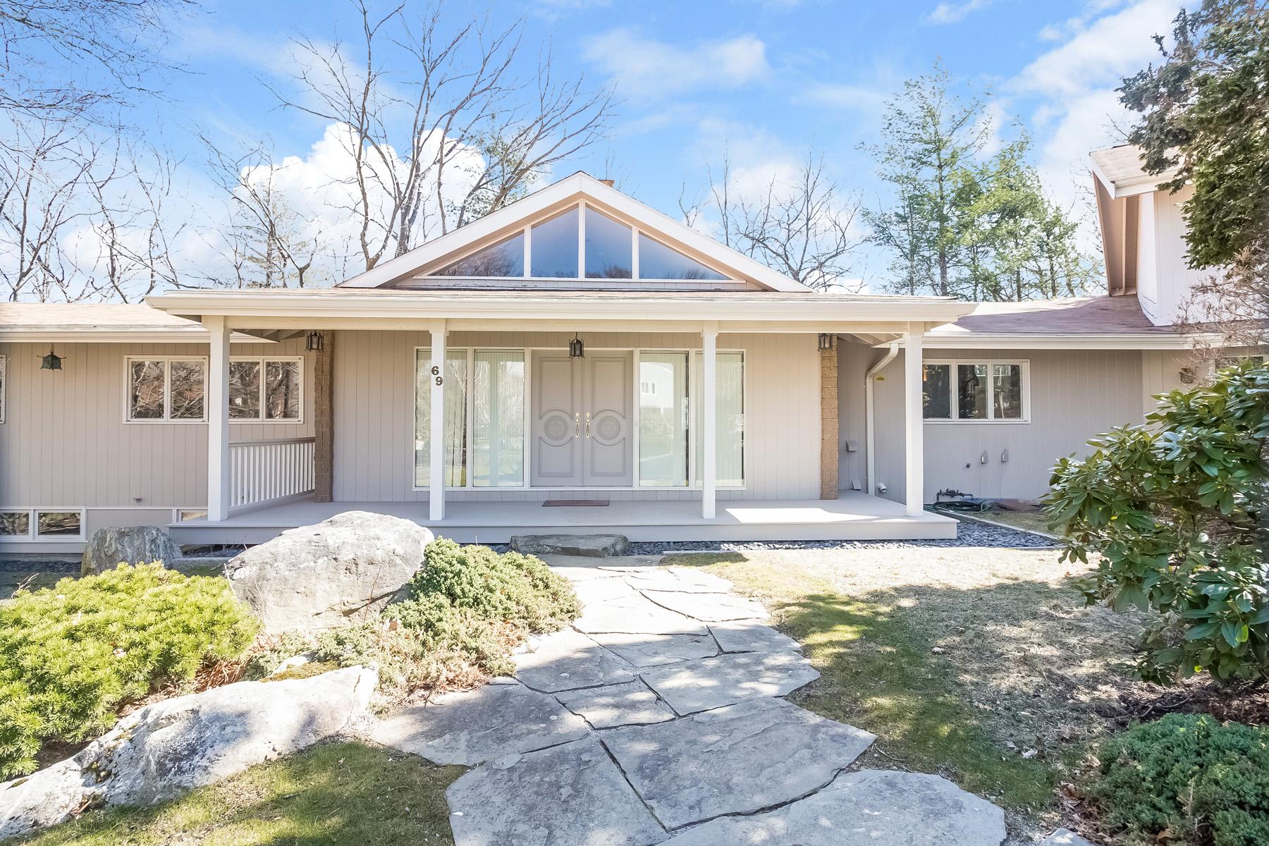 Tek Ailelik Ev için Satış at 69 Crestwood Rd, Newton Newton, Massachusetts, 02465 Amerika Birleşik Devletleri