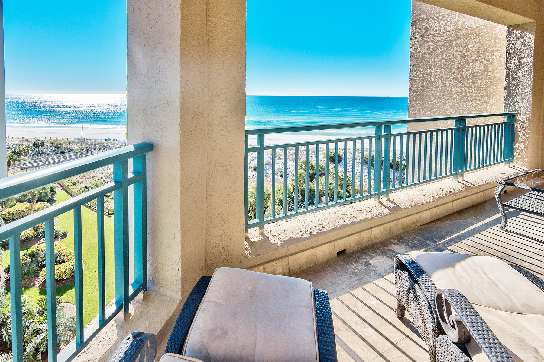 Condomínio para Venda às Gulf-front Beach Retreat on 7th Floor of Non-rental Building 4422 Southwinds Drive 4422, Miramar Beach, Florida, 32550 Estados Unidos