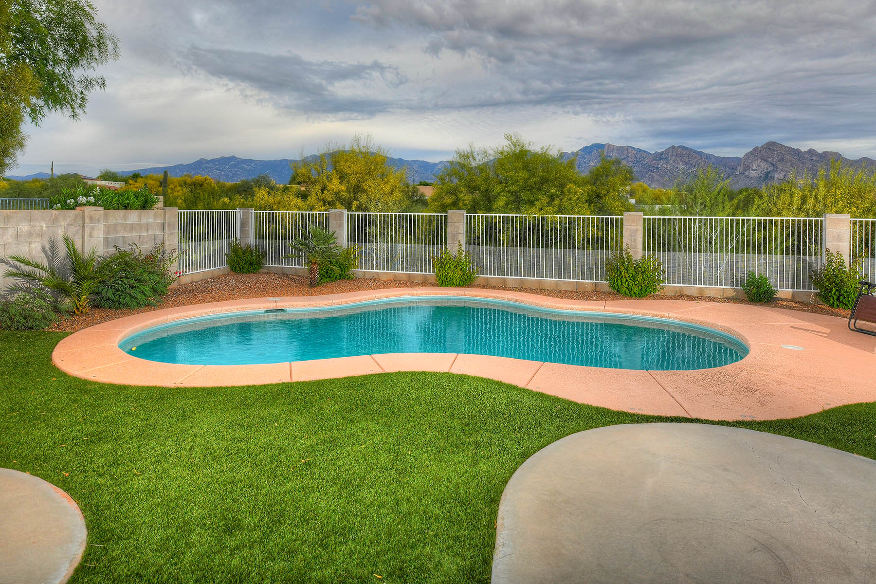 Single Family Homes for Sale at In the Heart of Oro Valley in a Quiet Community 11284 N Cactus Rose Drive Oro Valley, Arizona 85737 United States