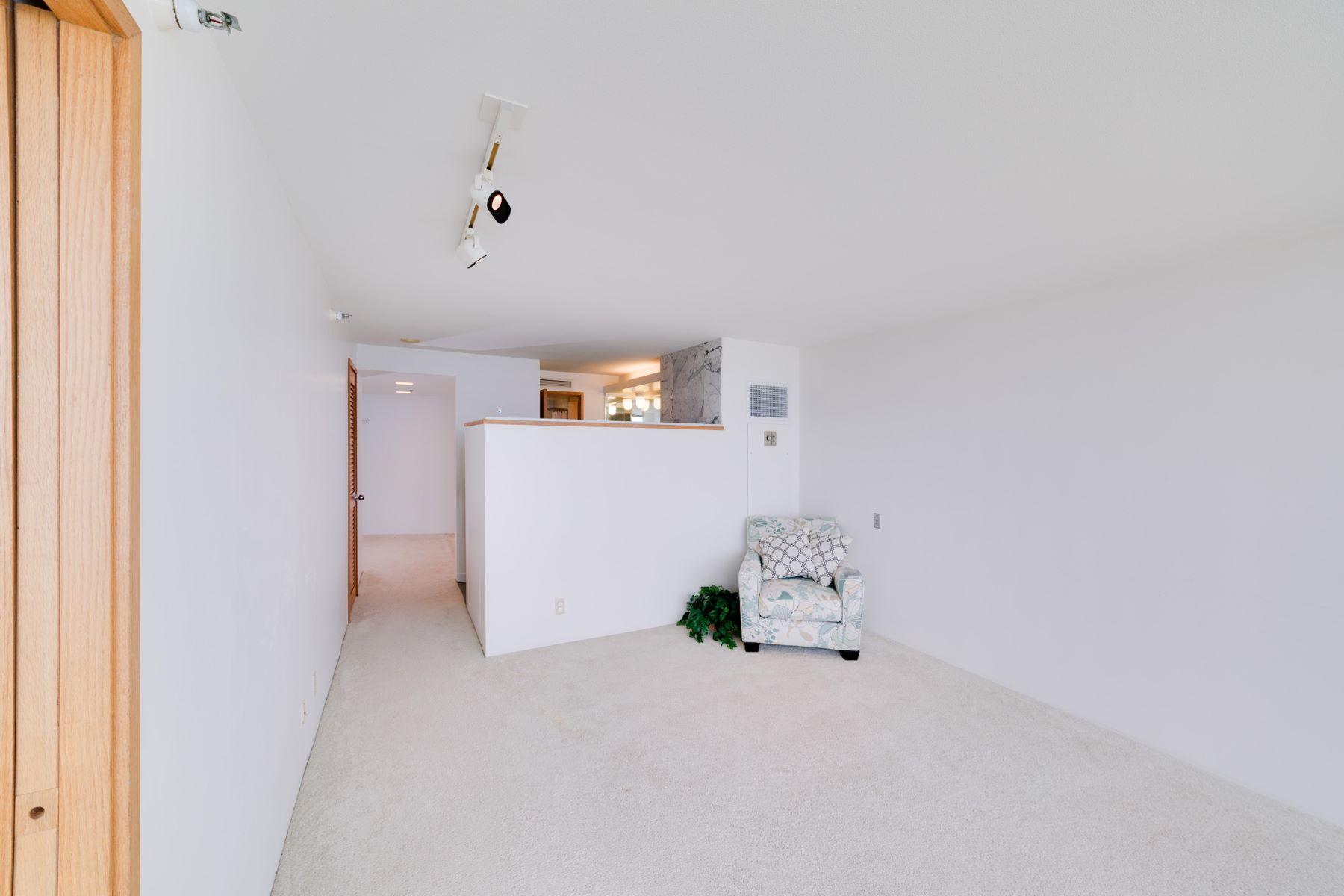 Additional photo for property listing at Ocean Views in Nauru Tower 1330 Ala Moana Boulevard #2803 Honolulu, Hawaii 96814 United States