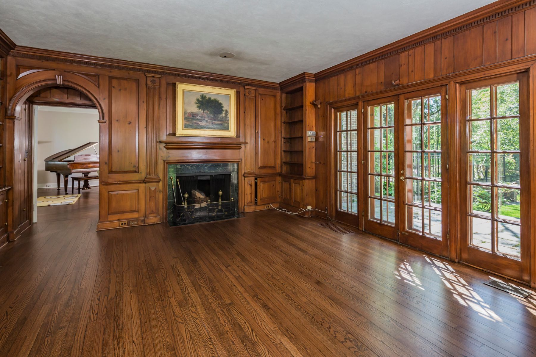 Additional photo for property listing at A Warm and Noble Presence in the Western Section 80 Westcott Road Princeton, New Jersey 08540 États-Unis