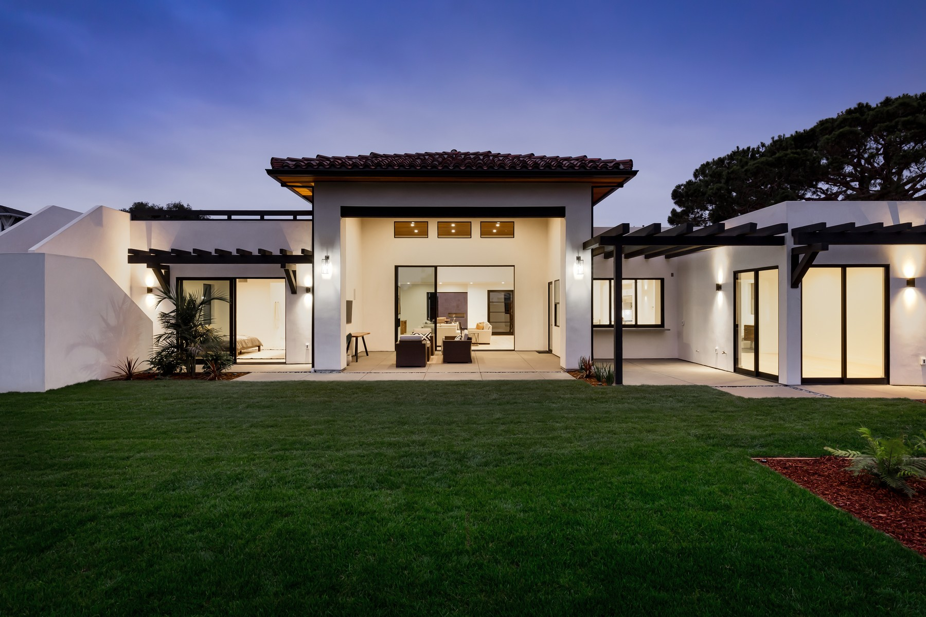 Single Family Home for Active at 1114 Crest Drive 1114 Crest Drive Encinitas, California 92024 United States