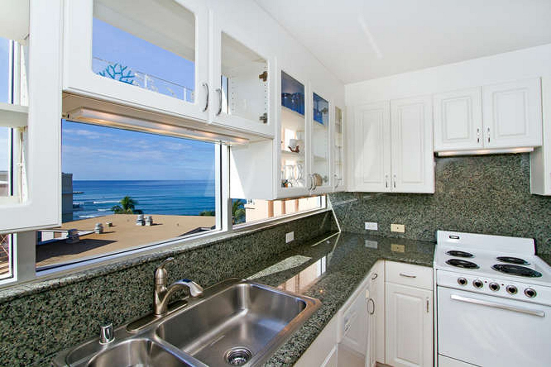 Additional photo for property listing at Beautiful Gold Coast Living 2979 Kalakaua Ave #805 Honolulu, Hawaii 96815 États-Unis