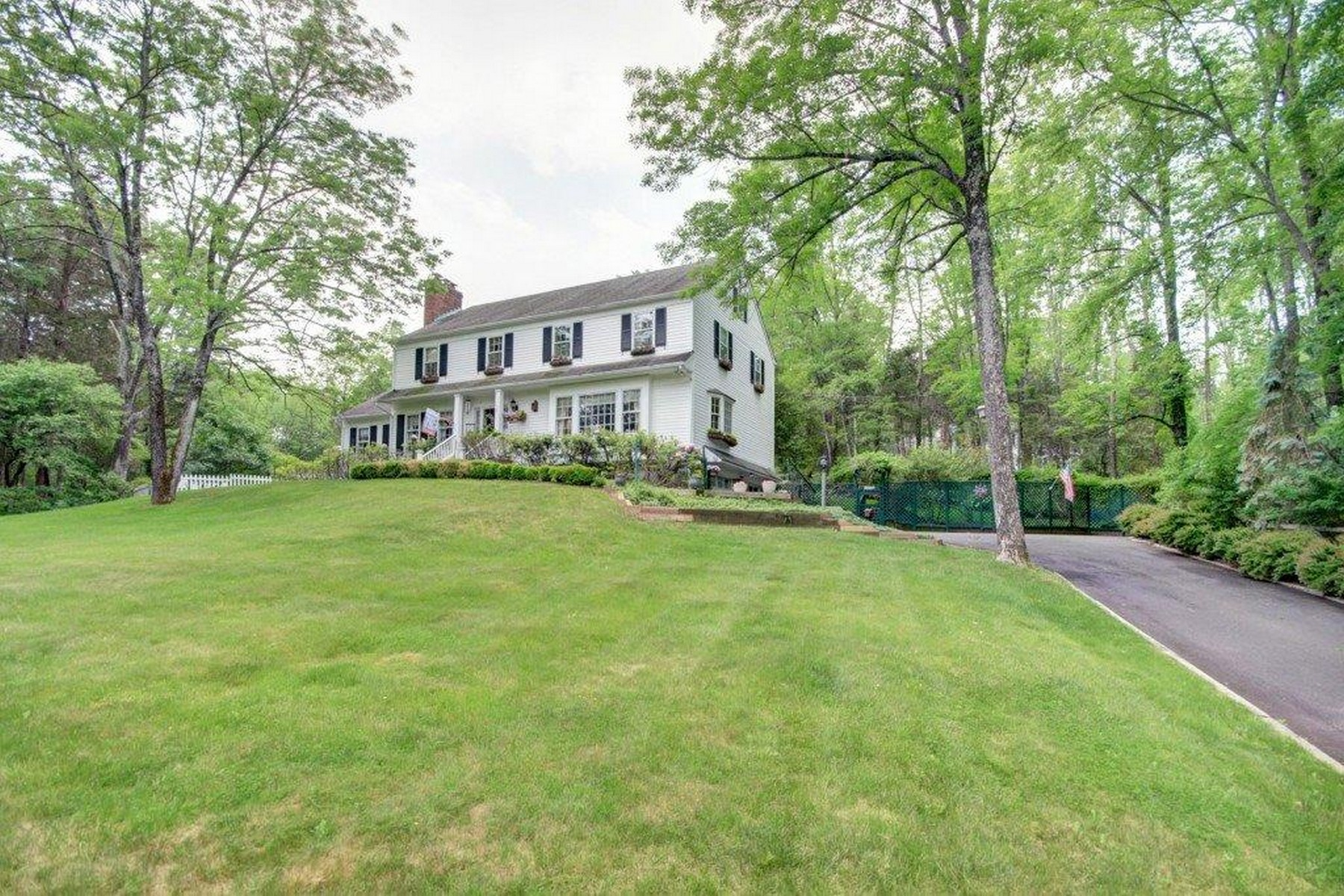 Single Family Homes for Sale at Charming Country Colonial 1 Cedar Place Gladstone, New Jersey 07934 United States