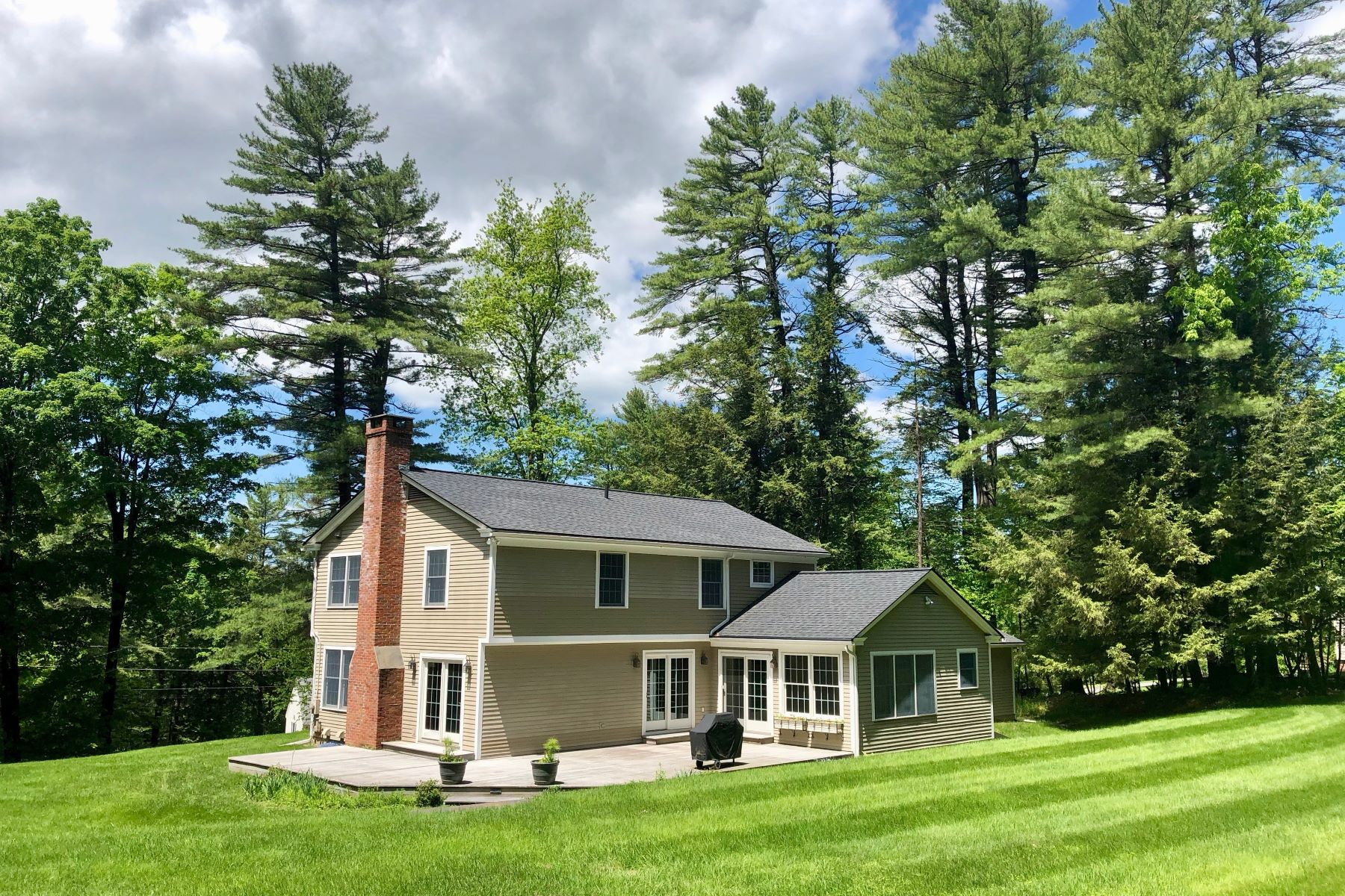 Single Family Homes for Sale at Wonderful In-Town Hanover Location 4 Heneage Lane Hanover, New Hampshire 03755 United States