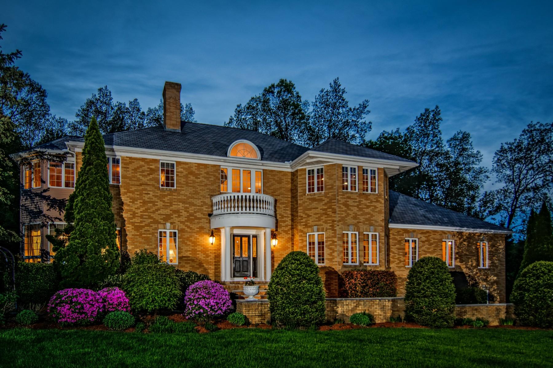 Maison unifamiliale pour l Vente à Extravagant Brick Shielded Colonial 5 Stone Hill Road Westborough, Massachusetts, 01581 États-Unis