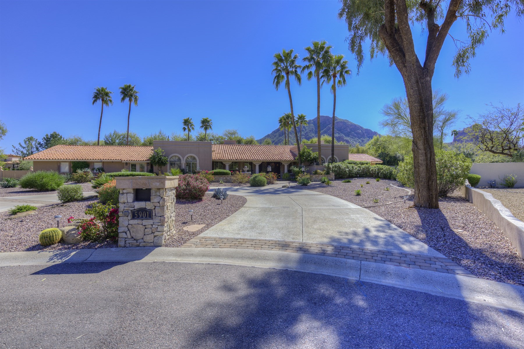 Single Family Home for Sale at Timeless four bedroom home in Paradise Valley 5901 E Stella Ln Paradise Valley, Arizona, 85253 United States