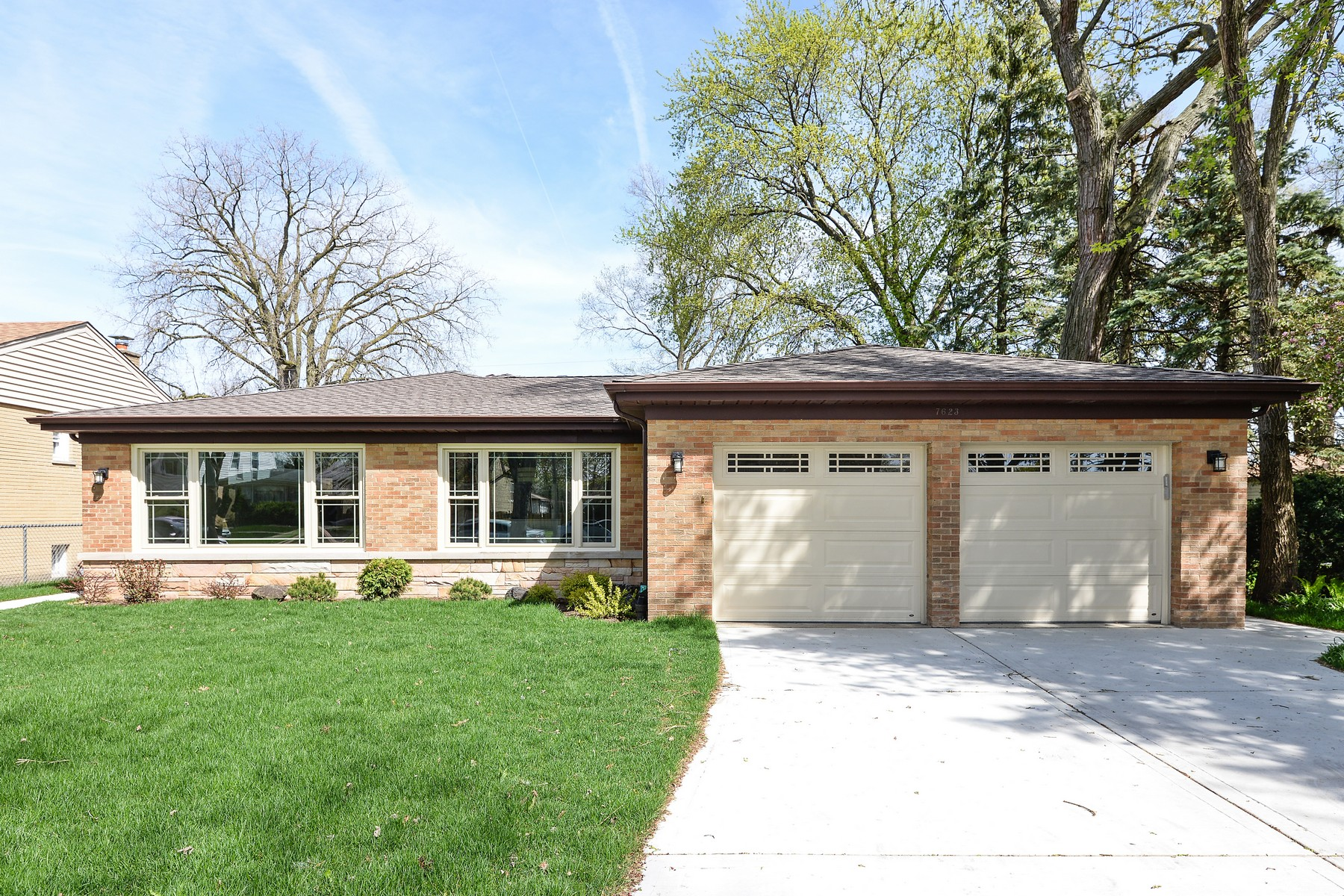Casa Unifamiliar por un Venta en Amazing High Quality Renovation 7623 Kildare Avenue Skokie, Illinois, 60076 Estados Unidos