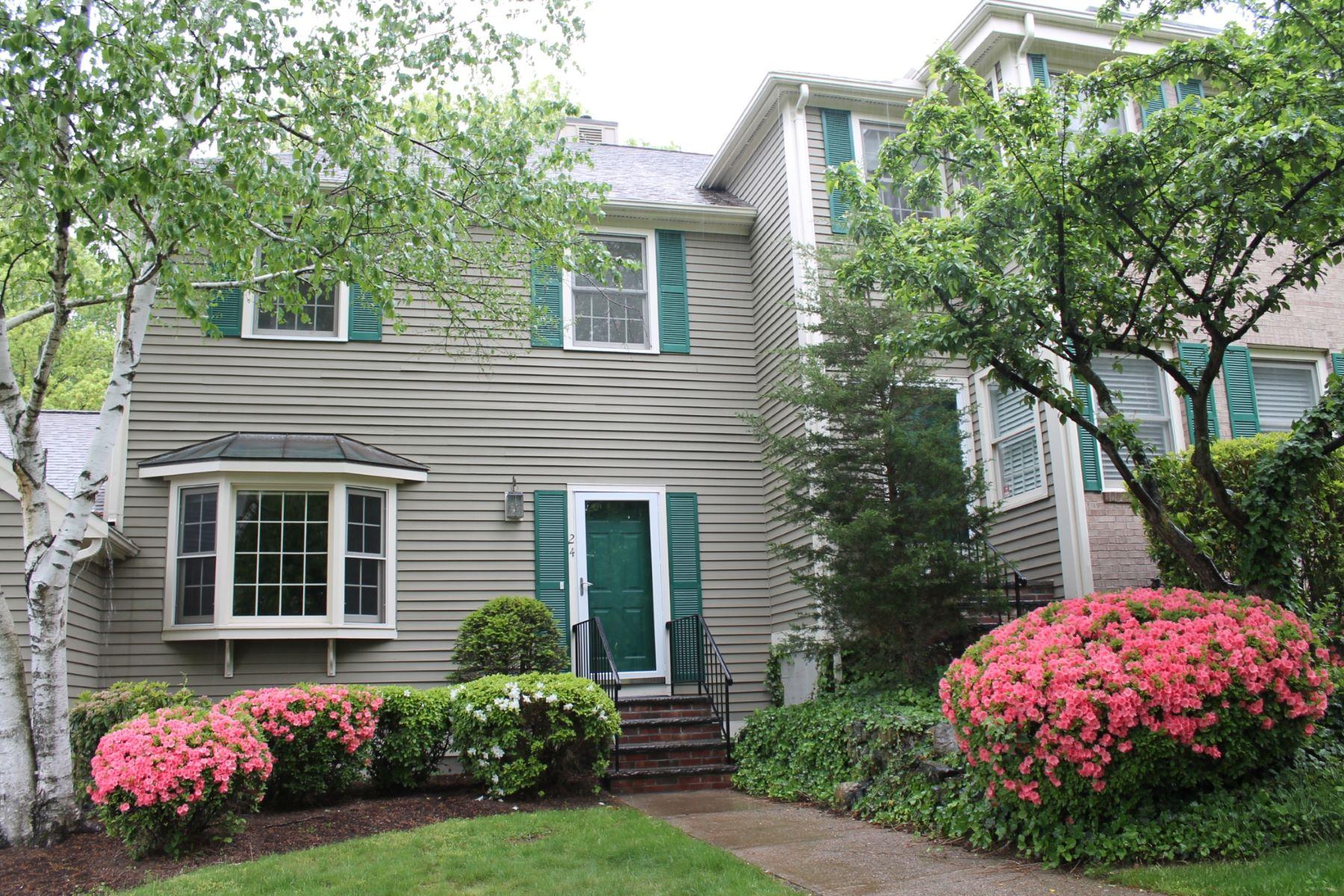 Condominio por un Venta en The Village at Clarks Pond 501 Lexington Street Unit 24 Waltham, Massachusetts 02452 Estados Unidos