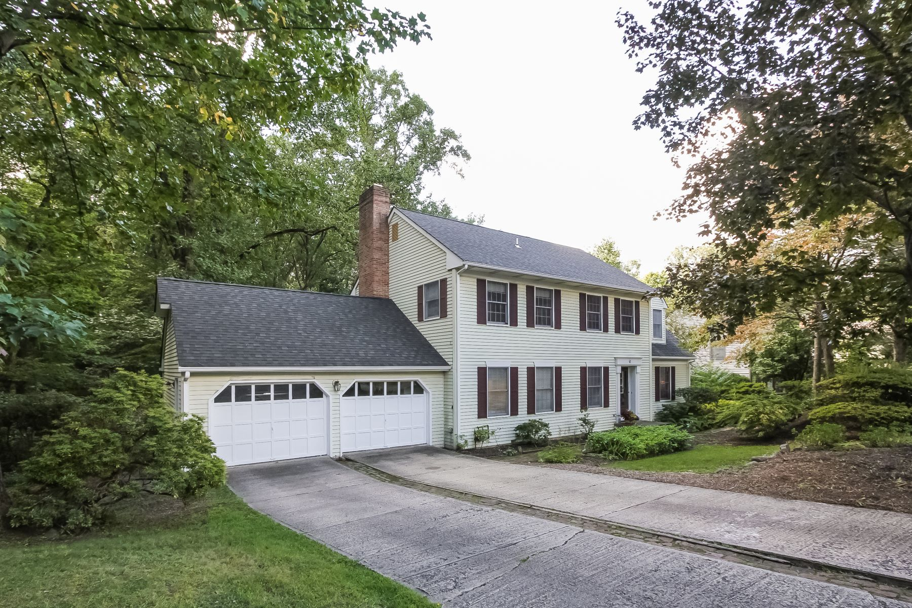 Additional photo for property listing at Spacious Colonial 41 Maple Village Court Bernardsville, New Jersey 07924 United States