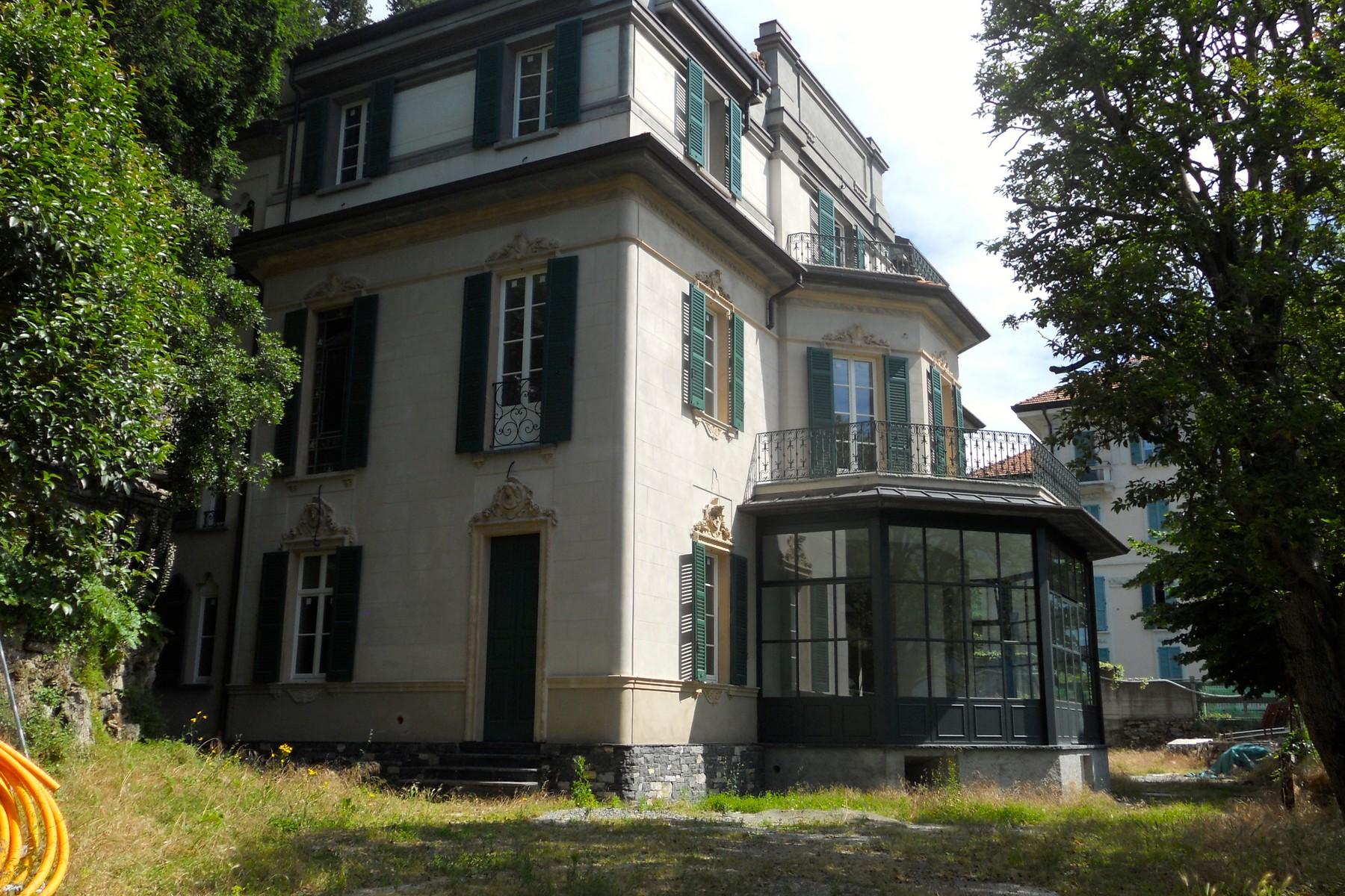 Additional photo for property listing at Prestigieux villa historique face au lac avec parc botanique Via Regina Carate Urio, Como 22010 Italie