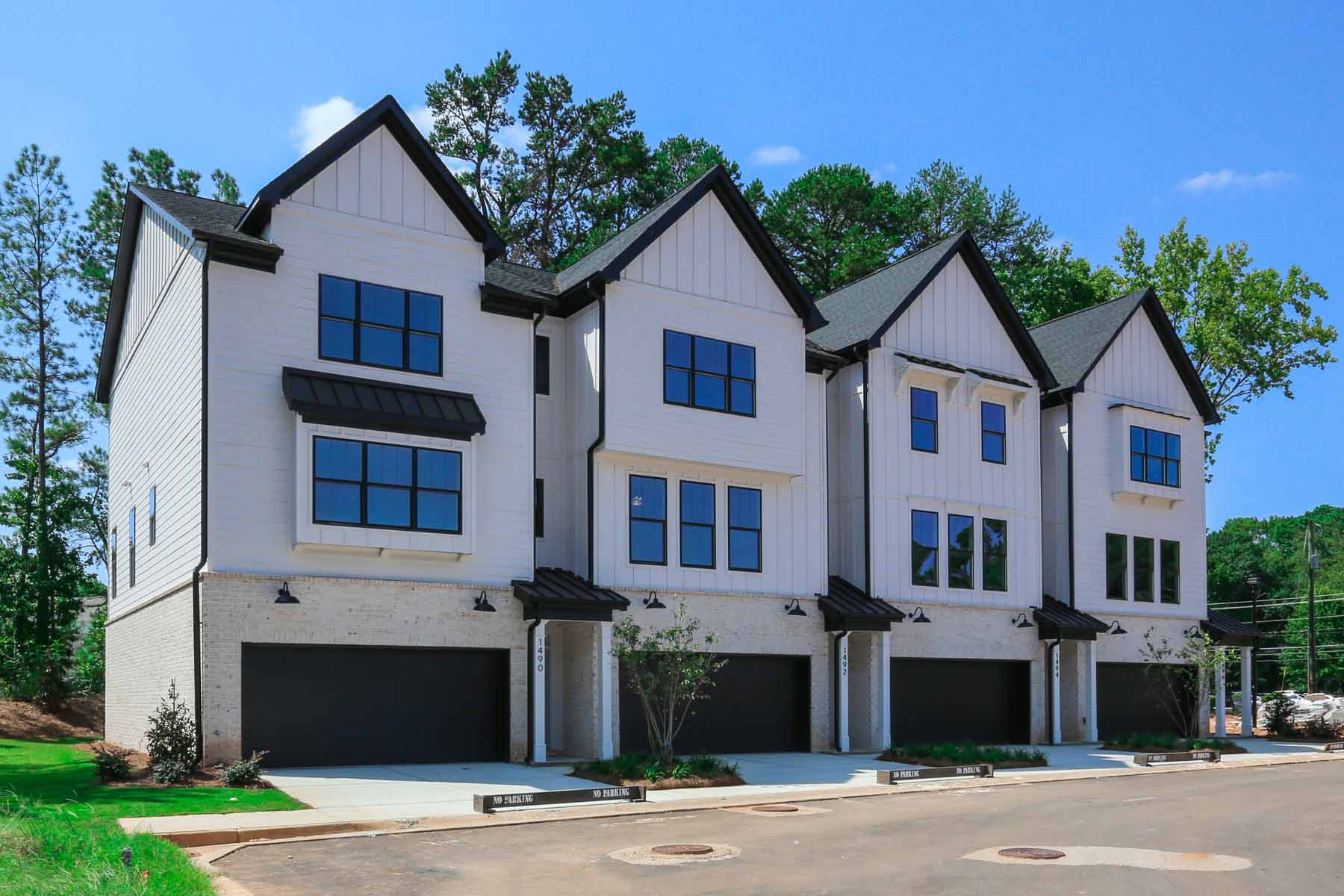 townhouses のために 売買 アット Beautiful New Townhome Located in Desirable Decatur 2729 Lawrenceville Highway No. 32, Decatur, ジョージア 30033 アメリカ