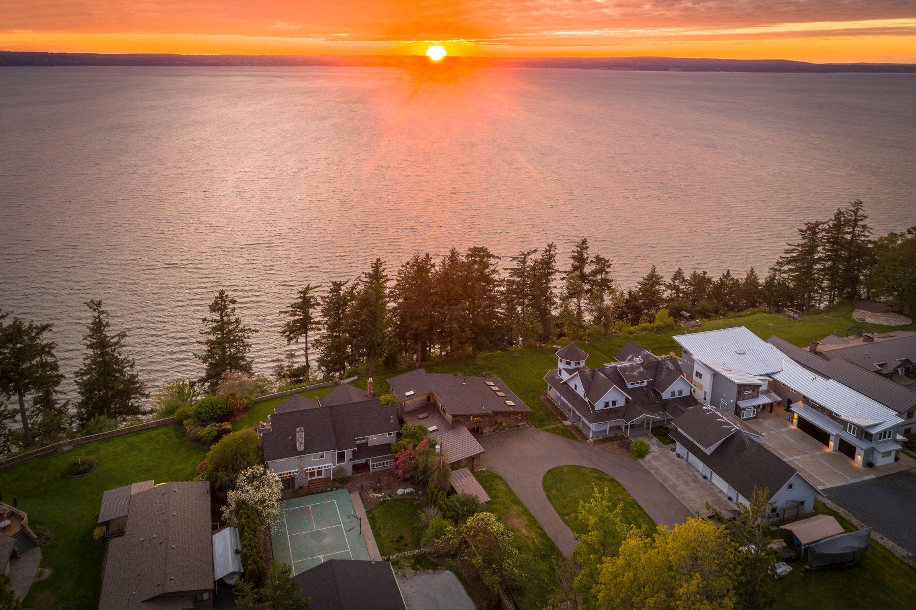 Single Family Homes 為 出售 在 Warm Beach Waterfront 17510 Marine Dr, Stanwood, 華盛頓州 98292 美國