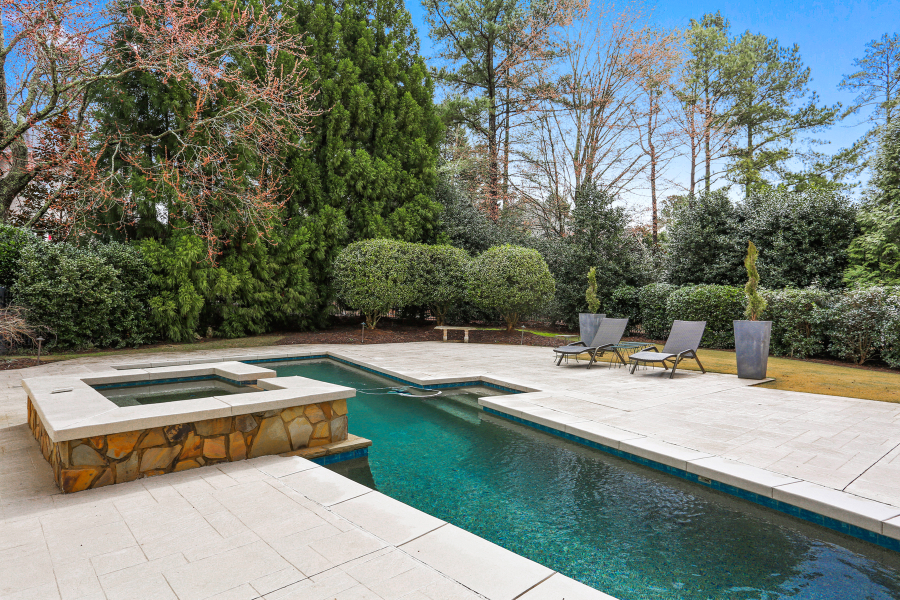Additional photo for property listing at Beautiful Updated Country Club Estate Home 1005 Featherstone Road Alpharetta, Georgia 30022 United States