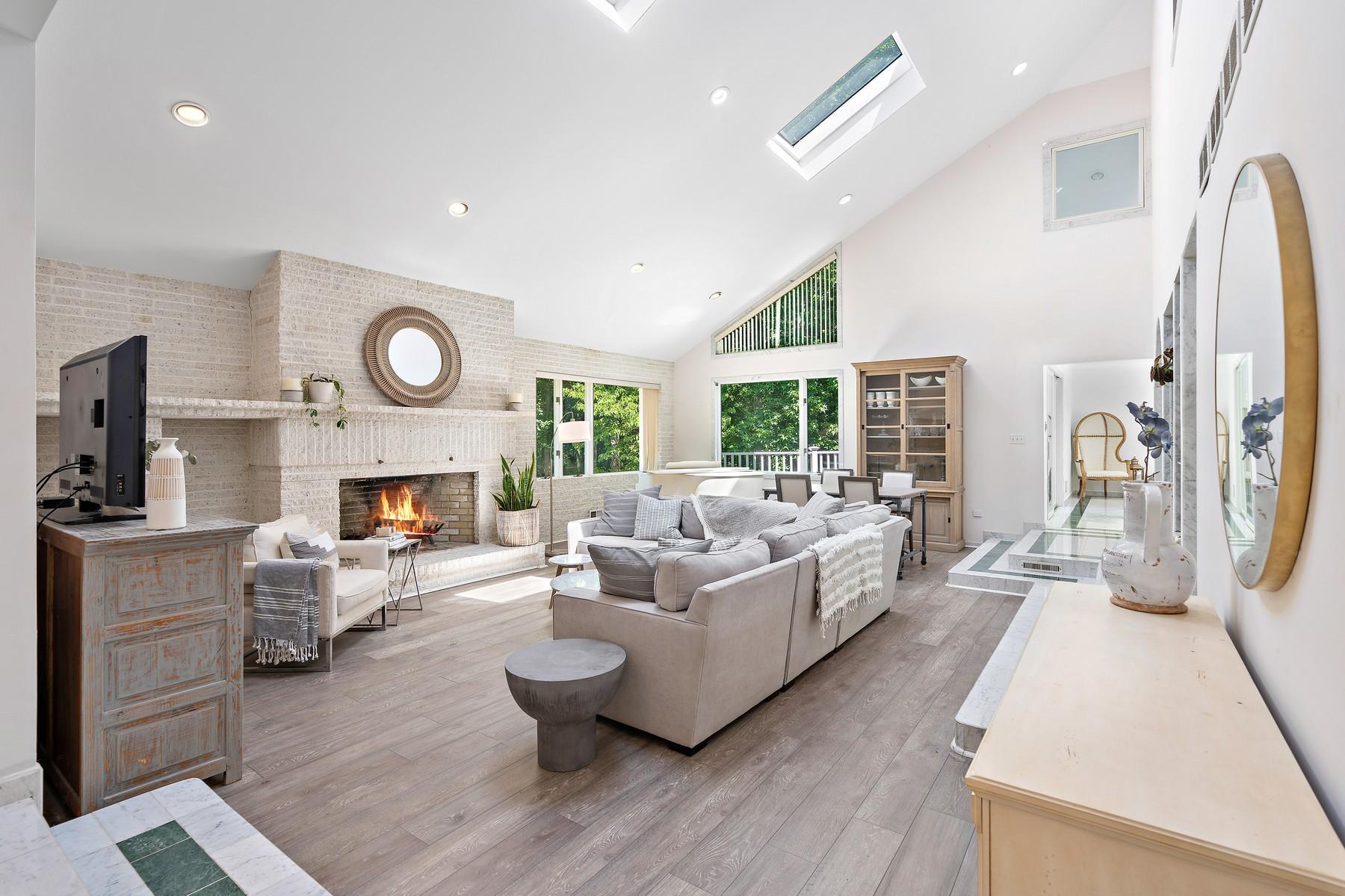 Single Family Homes por un Venta en Spacious & Private 1700 Waverly Street Oakhurst, Nueva Jersey 07755 Estados Unidos