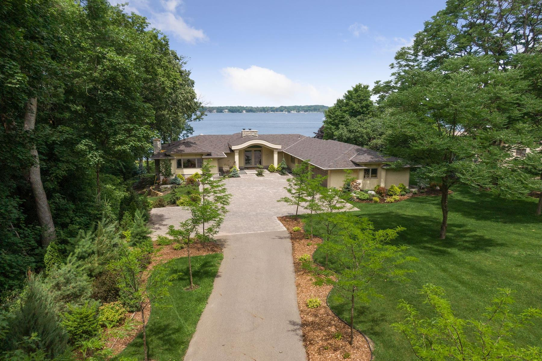 Single Family Homes 为 销售 在 Sophisticated Modern Finishes with over 100' of Shoreline on Lake Minnetonka 17870 Breezy Point Road Woodland, 明尼苏达州 55391 美国