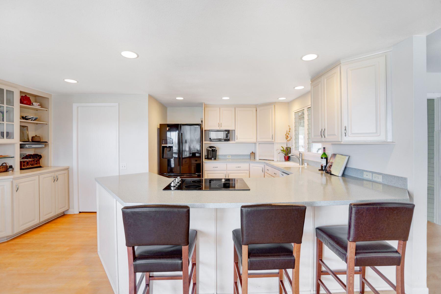 独户住宅 为 销售 在 Dream Home on the Ridge 826 Kaahue Street Mariners Ridge, 火奴鲁鲁, 夏威夷, 96825 美国