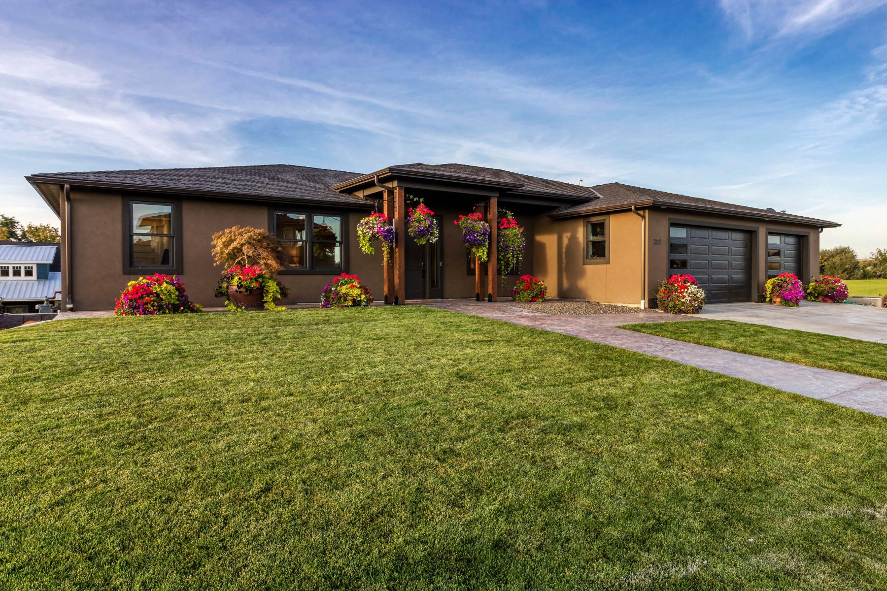 Single Family Homes 용 매매 에 Custom build with panoramic mountain views 307 Arabica Road, Walla Walla, 워싱톤 99362 미국