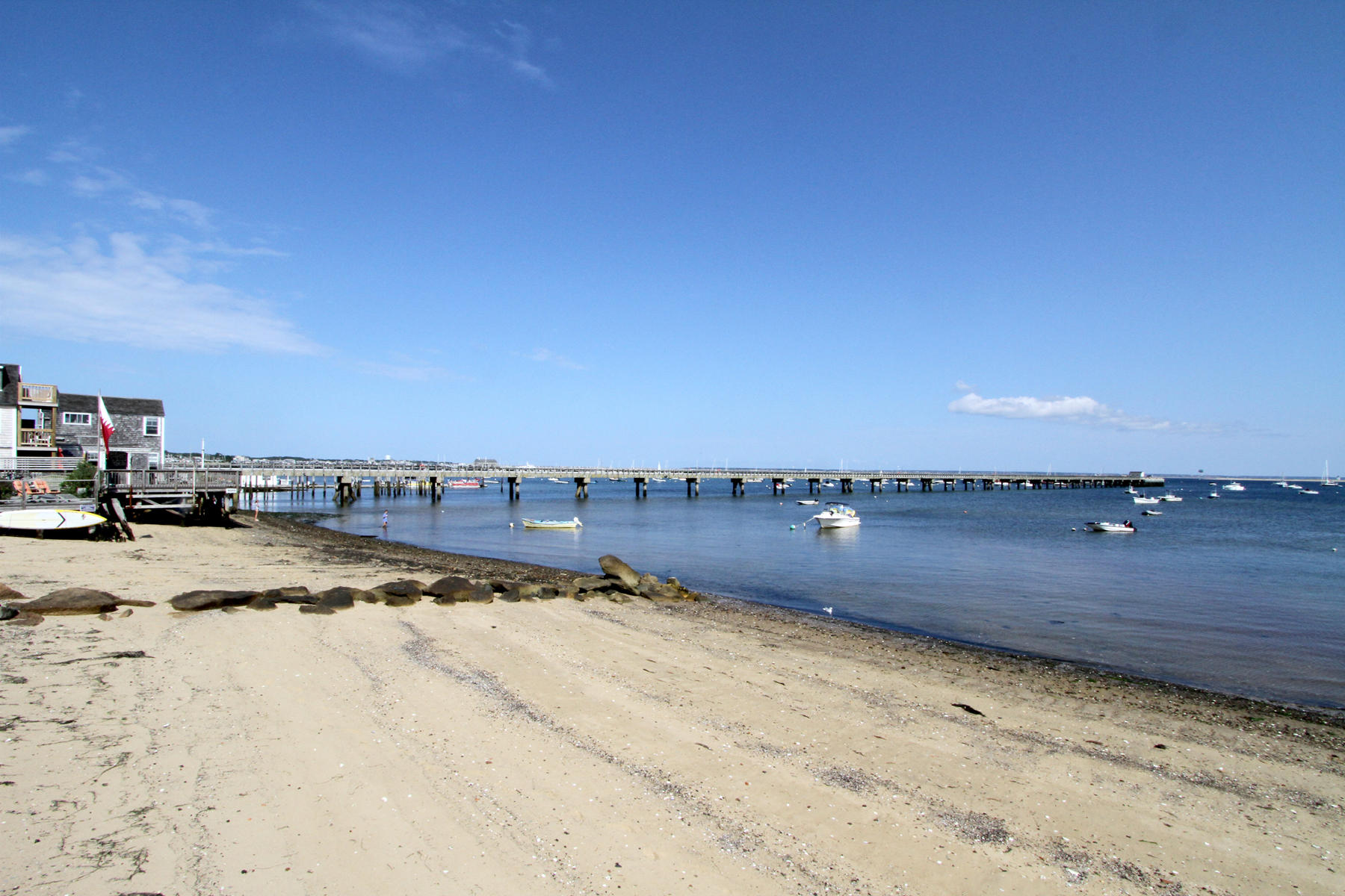Single Family Homes 为 销售 在 94 Commercial Street, Provincetown, MA 94 Commercial Street 普罗温斯敦, 马萨诸塞州 02657 美国