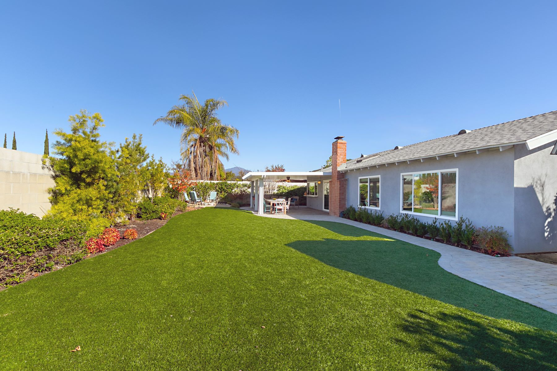 Single Family Homes para Venda às 25071 Timber Avenue, Mission Viejo Mission Viejo, Califórnia 92691 Estados Unidos
