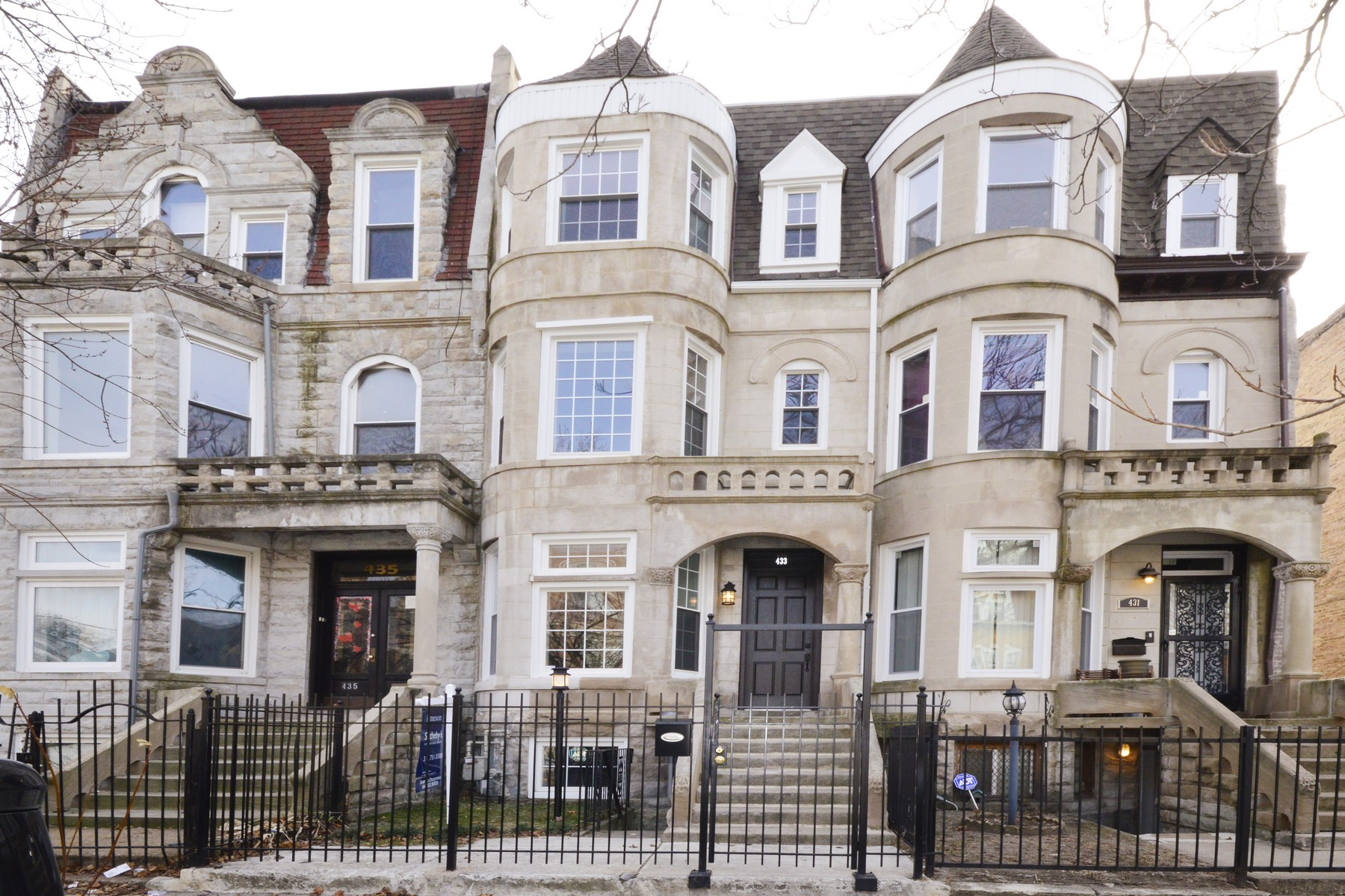Vivienda unifamiliar por un Venta en Elegant Greystone Home 433 E 48th Place Grand Boulevard, Chicago, Illinois, 60615 Estados Unidos