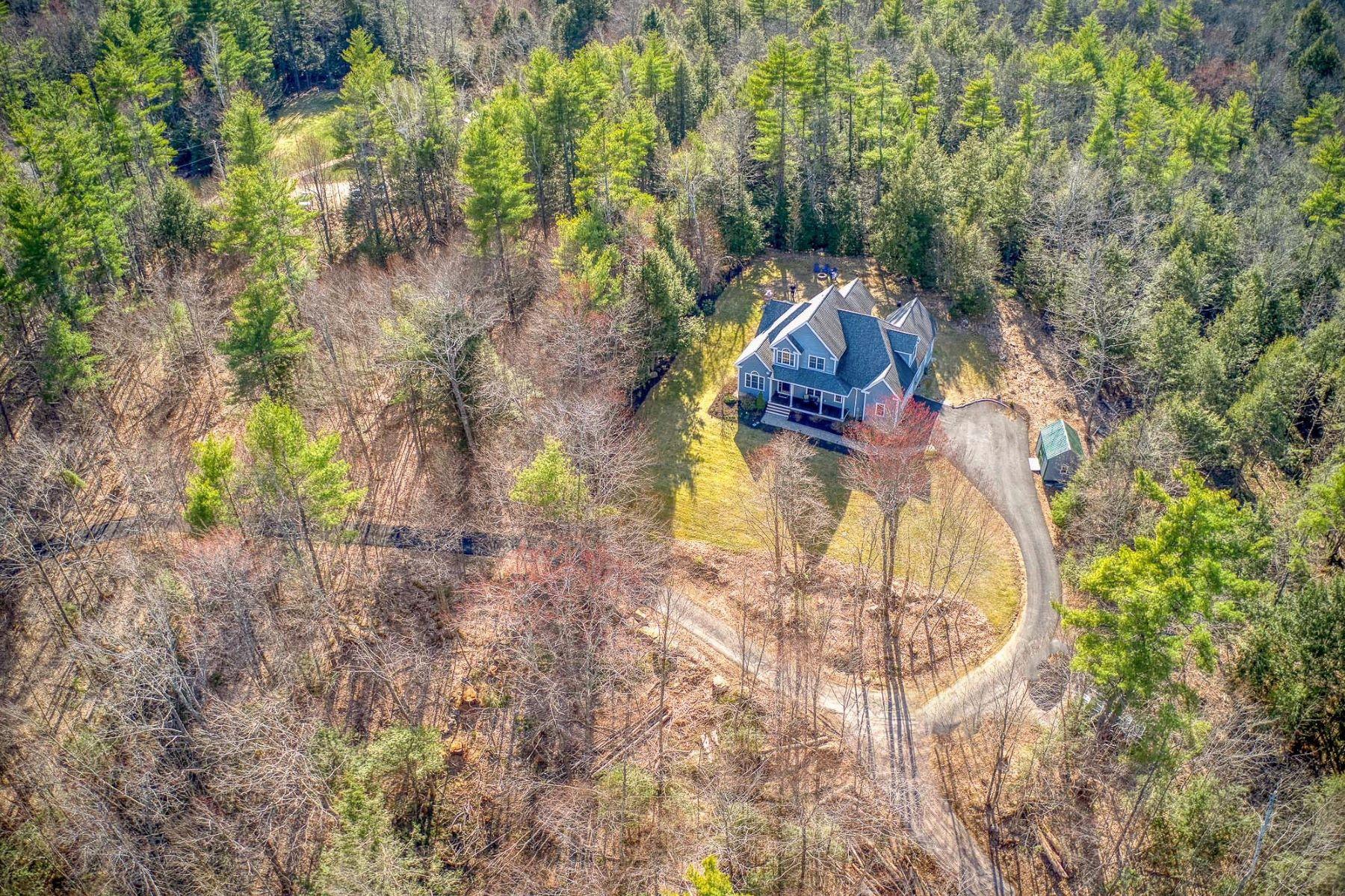 Single Family Homes 为 销售 在 Private Oasis 12 Warren Drive New Boston, 新罕布什尔州 03070 美国