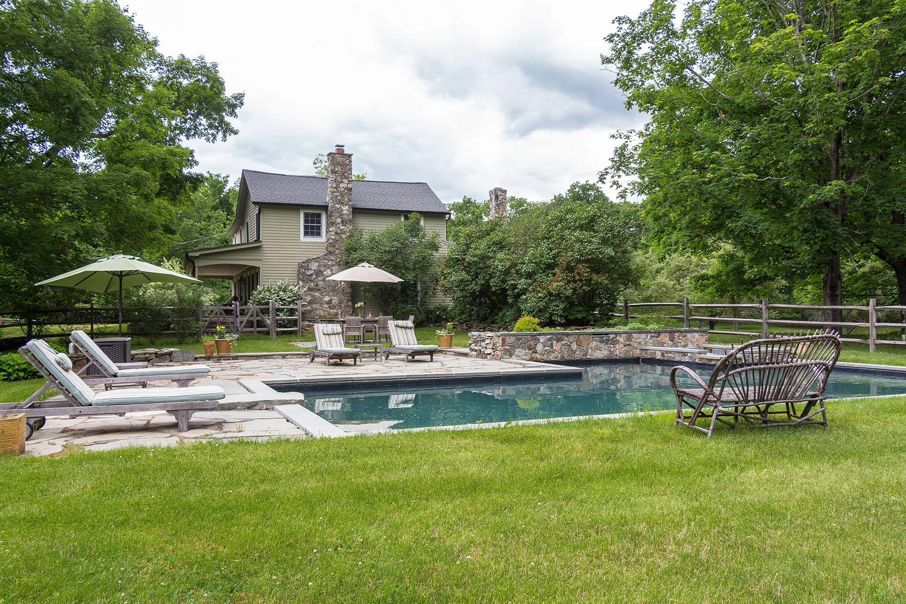 独户住宅 为 销售 在 1750 Dutchess County Farmhouse 112 Ohland Road 斯坦福维尔, 纽约州 12581 美国