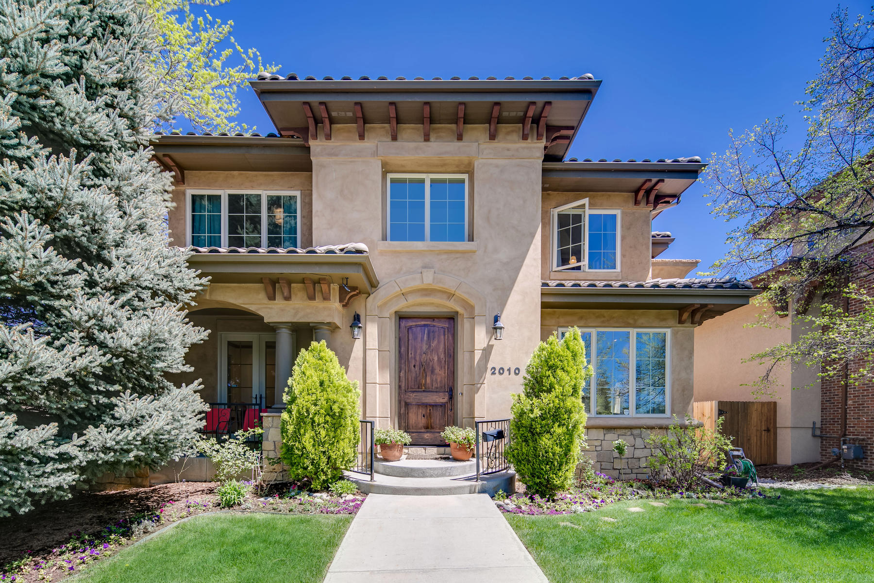 Property por un Venta en Beautiful Observatory Park home with a clean aesthetic 2010 S. Madison Street Denver, Colorado 80210 Estados Unidos