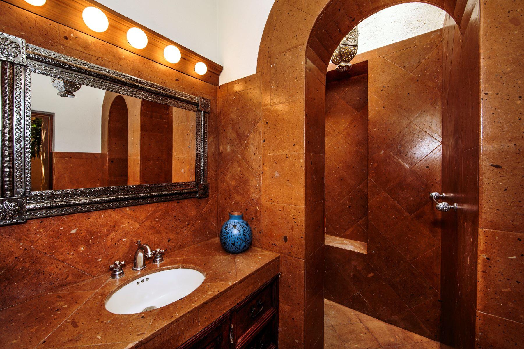 Additional photo for property listing at Casa Barranca Barranca 18 San Miguel De Allende, Guanajuato 37700 México