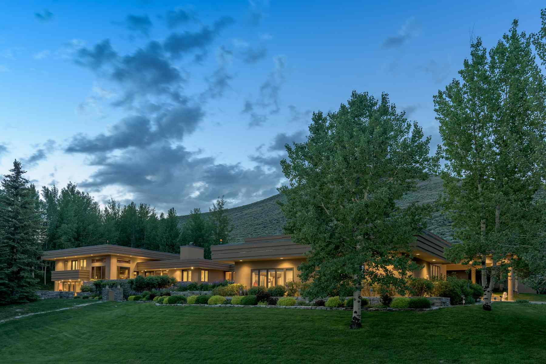 Casa Unifamiliar por un Venta en Spectacular Elevated Setting 455 N. Bigwood Drive Ketchum, Idaho 83340