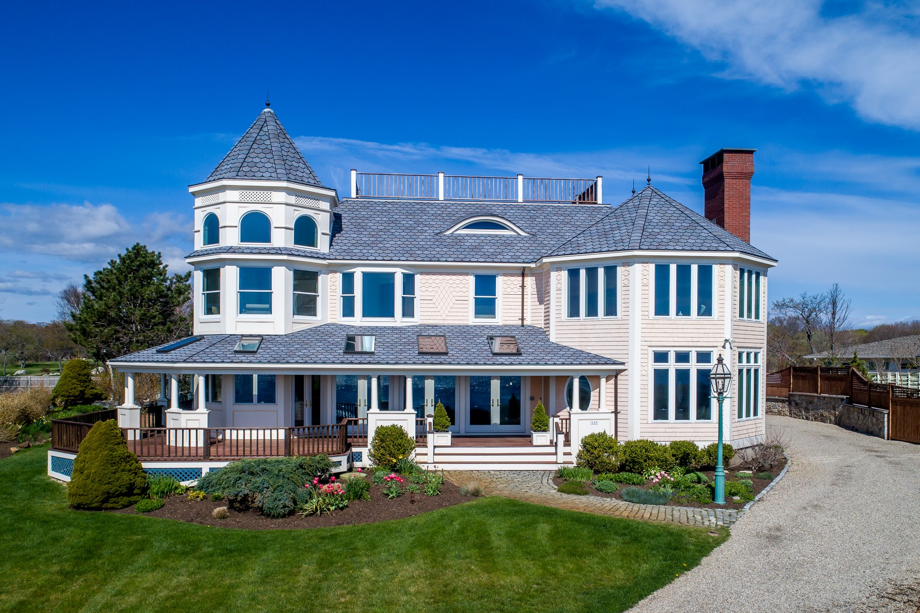 Casa Unifamiliar por un Venta en Coastal Living At It's Best 133 Atlantic Road Gloucester, Massachusetts, 01930 Estados Unidos