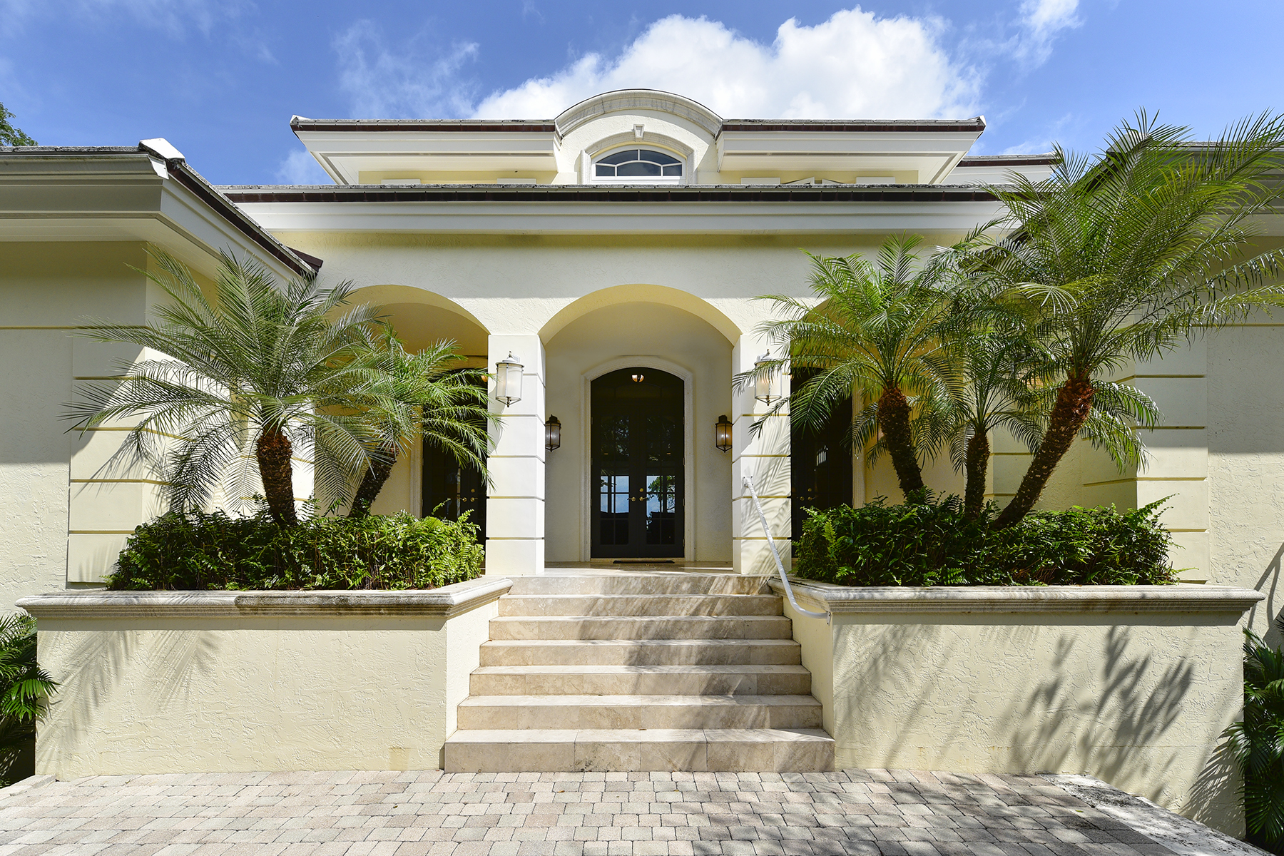 Casa Unifamiliar por un Venta en Custom Built Waterfront Home at Ocean Reef 16 North Bridge Lane Ocean Reef Community, Key Largo, Florida, 33037 Estados Unidos