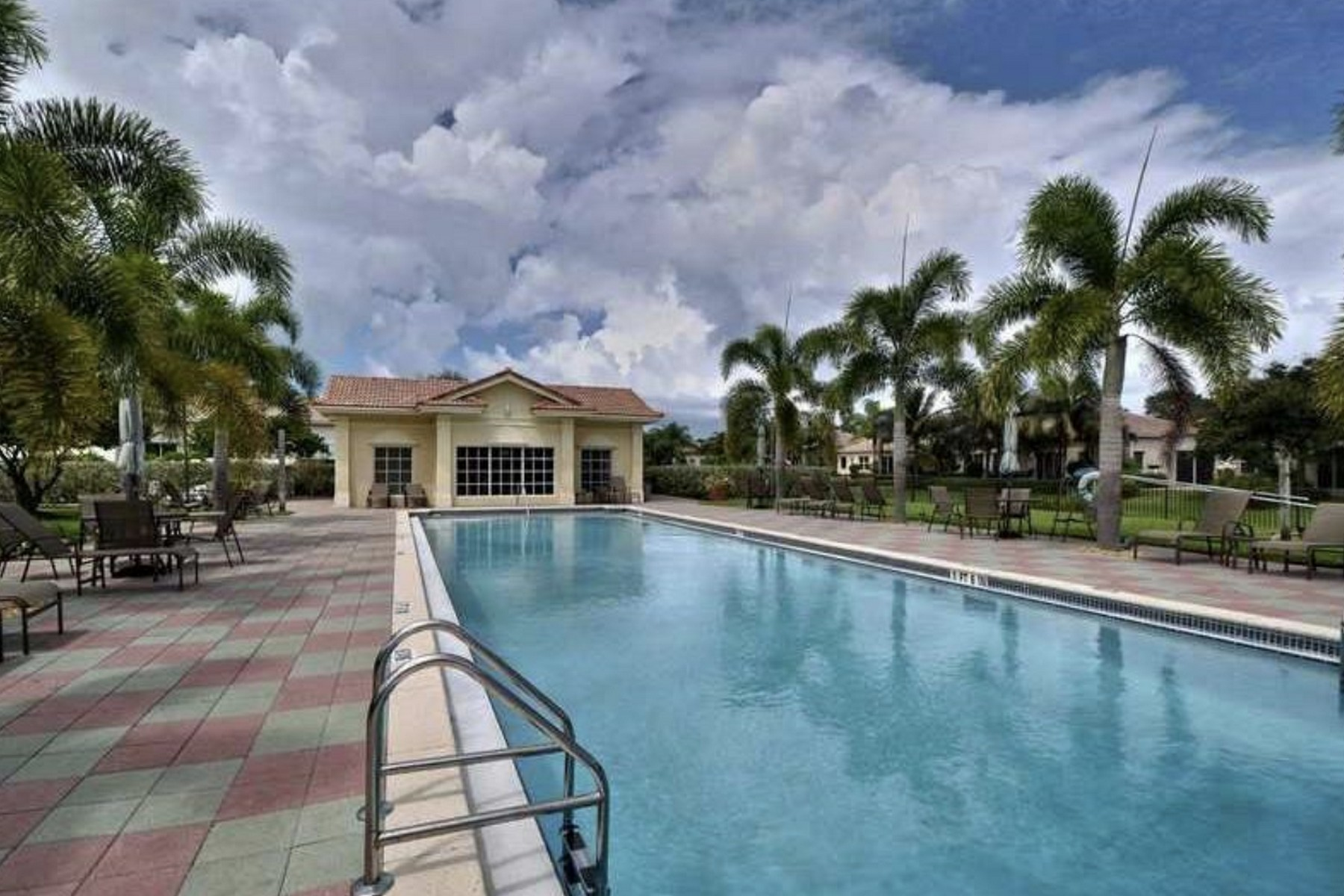 Additional photo for property listing at WALK TO BEACH, BREATHTAKING HOME 9660 W Maiden Court Vero Beach, Florida 32963 United States
