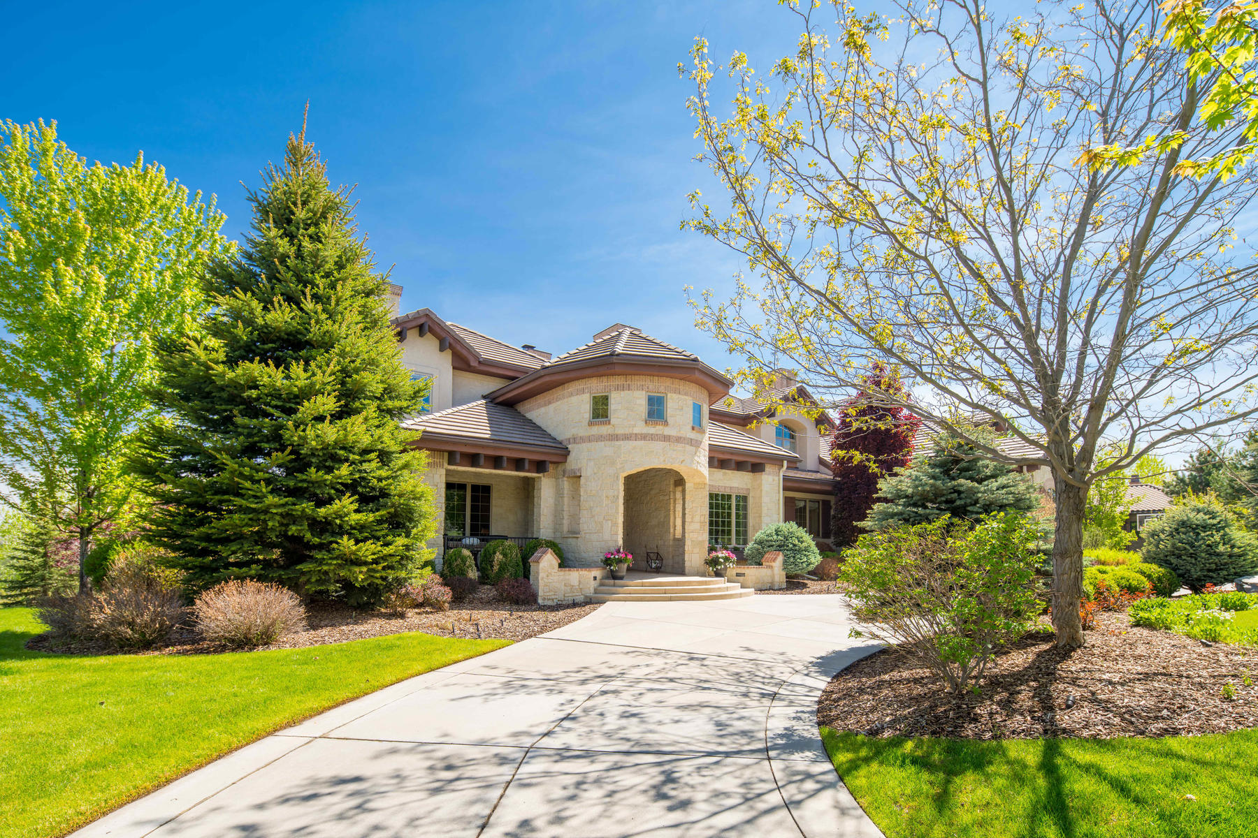 Single Family Homes for Sale at Spectacular Estate on One of the Most Beautiful Settings You Can Imagine! 5480 S Highline Circle Greenwood Village, Colorado 80121 United States