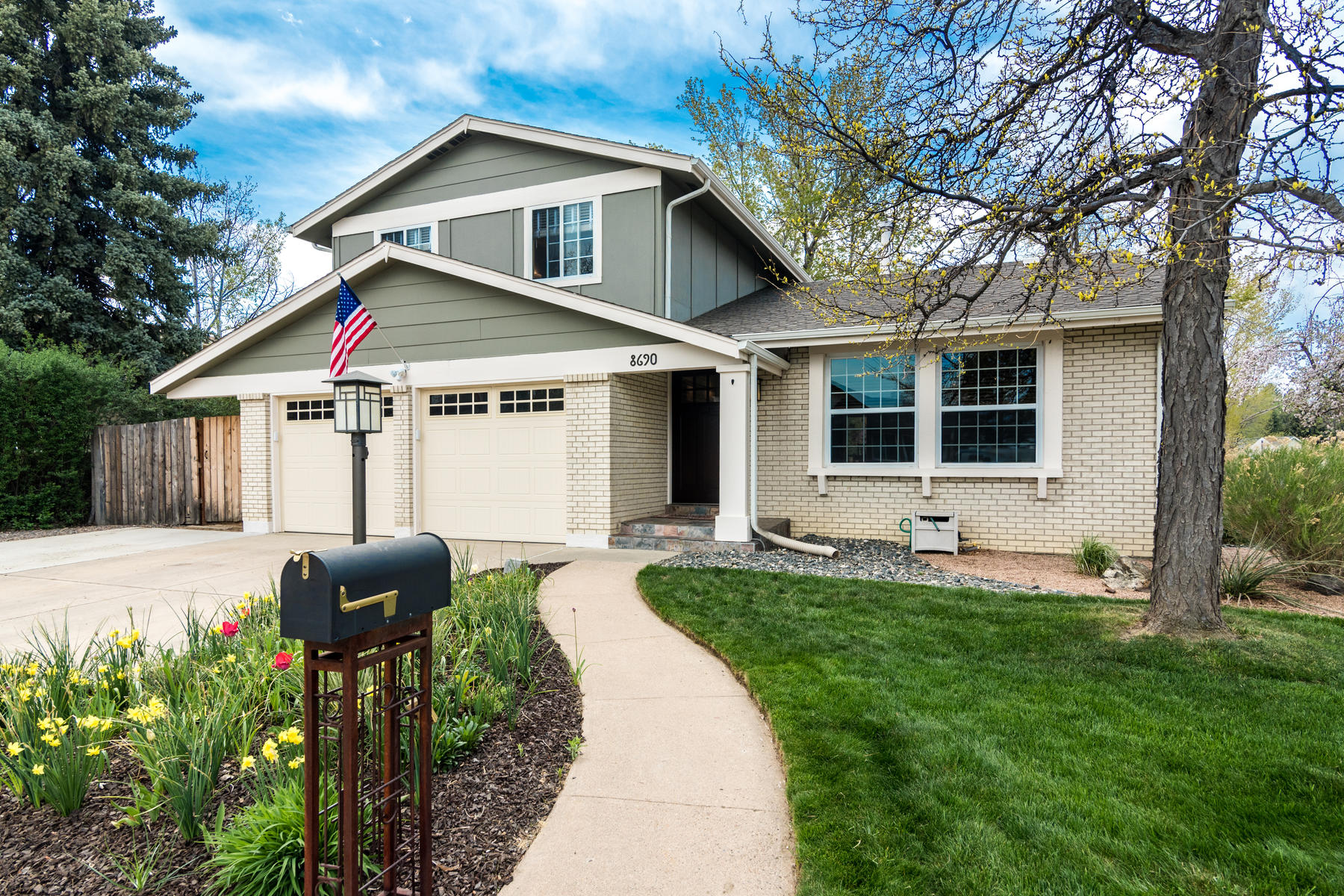 Single Family Homes για την Πώληση στο Rarely Do You Get to Have Such a Finely Appointed and Updated Home. 8690 W 78th Place, Arvada, Κολοραντο 80005 Ηνωμένες Πολιτείες