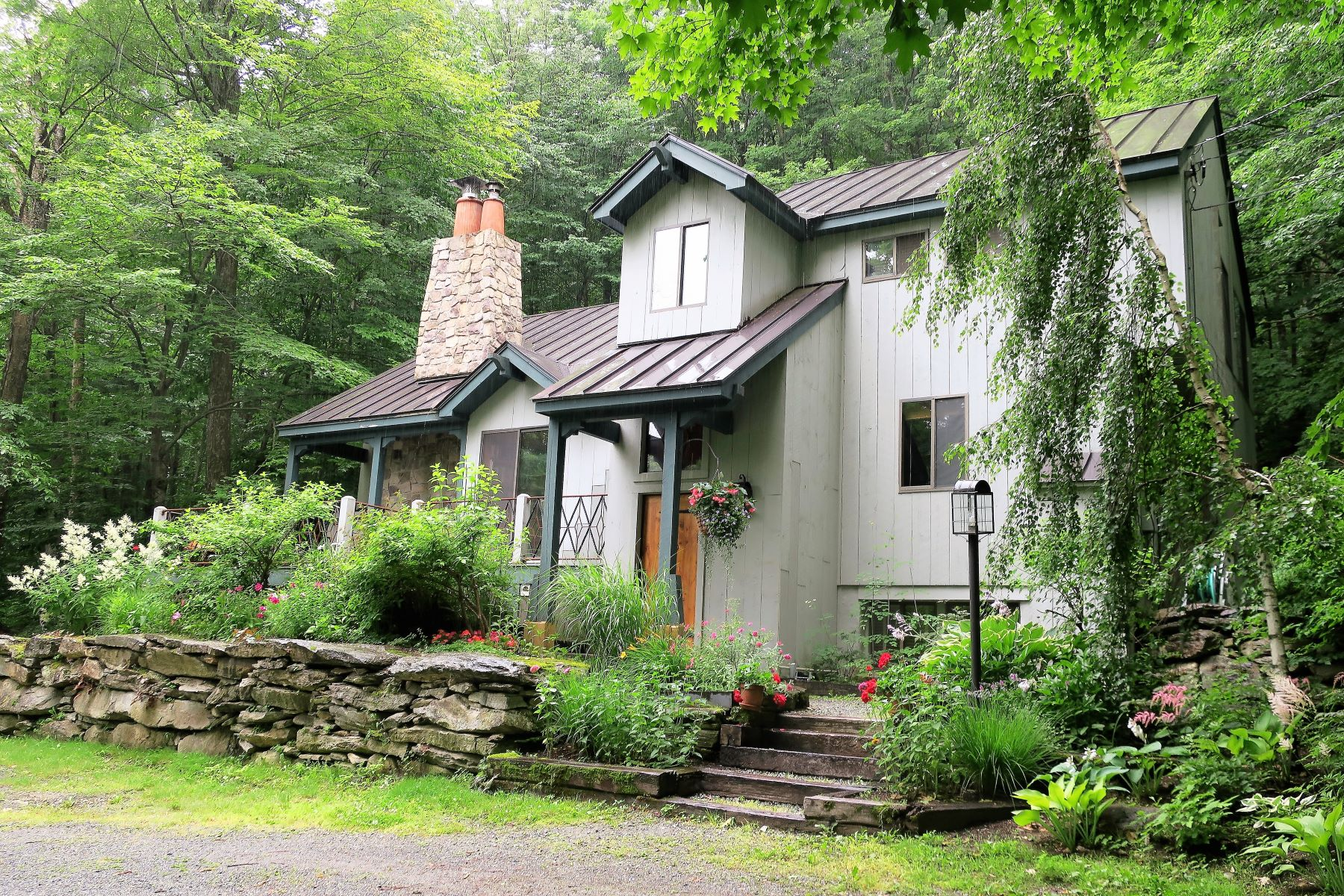 Single Family Homes for Sale at 13 Roundtree Road Winhall, Vermont 05340 United States