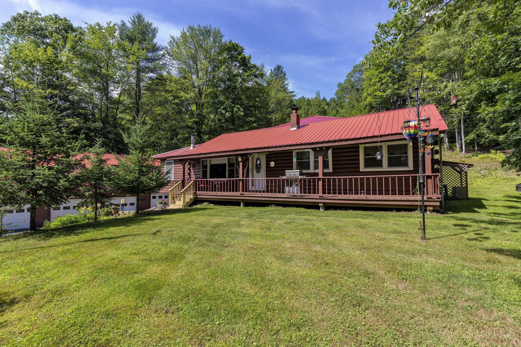 Single Family Home for Sale at Three Bedroom Log Home in Hartford 400 Rustic Rd 75 Hartford, Vermont 05001 United States