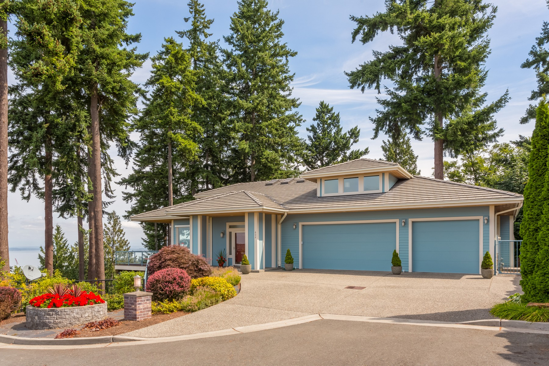 واحد منزل الأسرة للـ Sale في Custom Built Mukilteo Home 602 Loveland Ave Mukilteo, Washington, 98275 United States