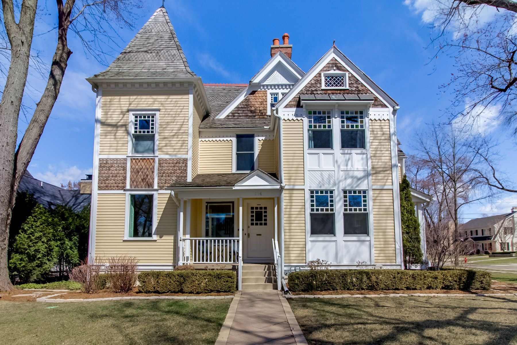 Single Family Homes for Active at 524 E Day Ave Whitefish Bay, Wisconsin 53217 United States