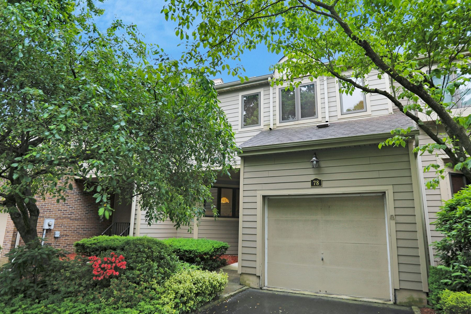 townhouses for Active at Spacious Brandywyne Townhouse 78 Gabriel Drive Montville, New Jersey 07045 United States